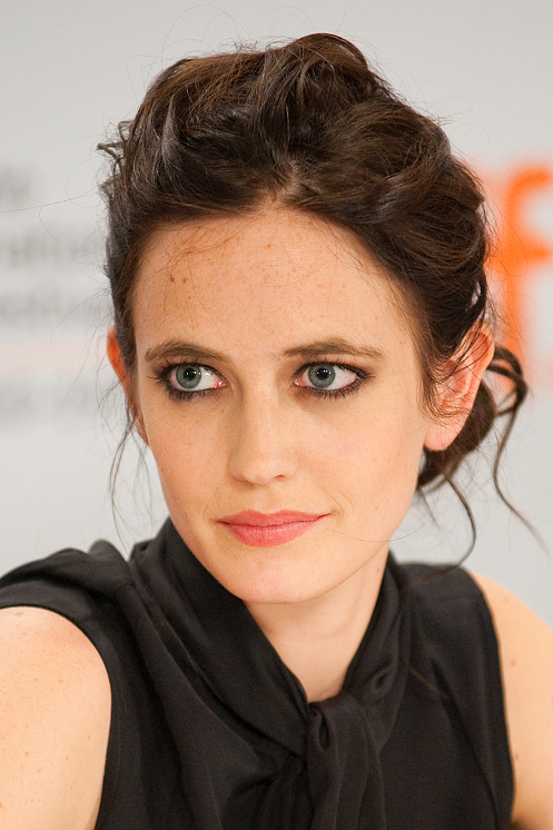 The 37-year old daughter of father Walter Green and mother Marlène Jobert , 160 cm tall Eva Green in 2017 photo