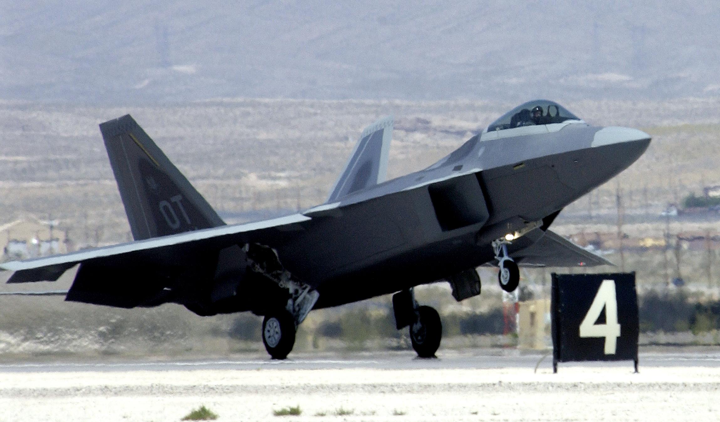 F-22_Raptor_landing_at_Nellis_AFB_-_030529-F-2185F-001.jpg