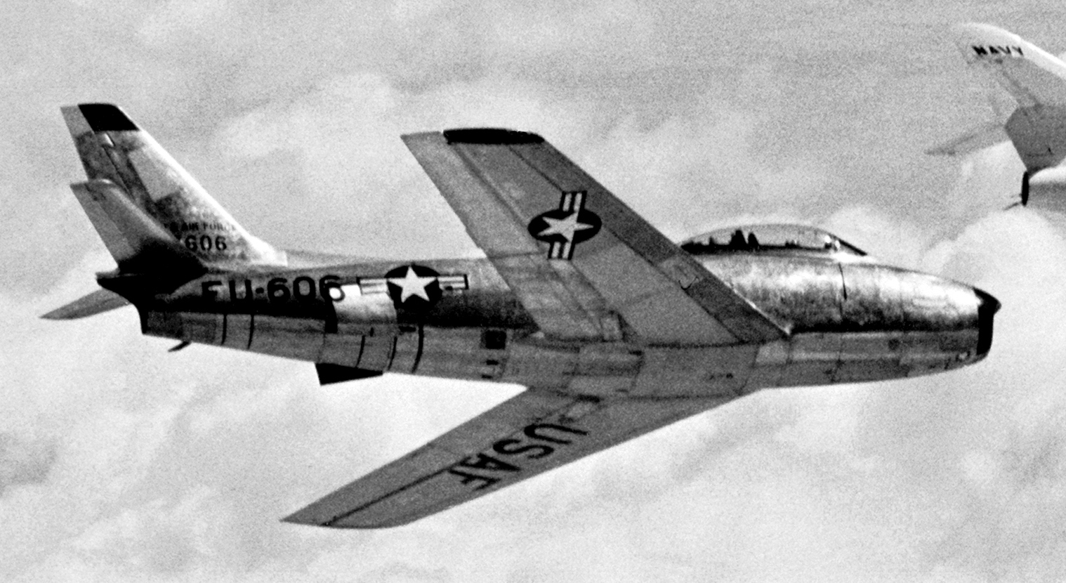 F-86 Sabre in flight.jpg