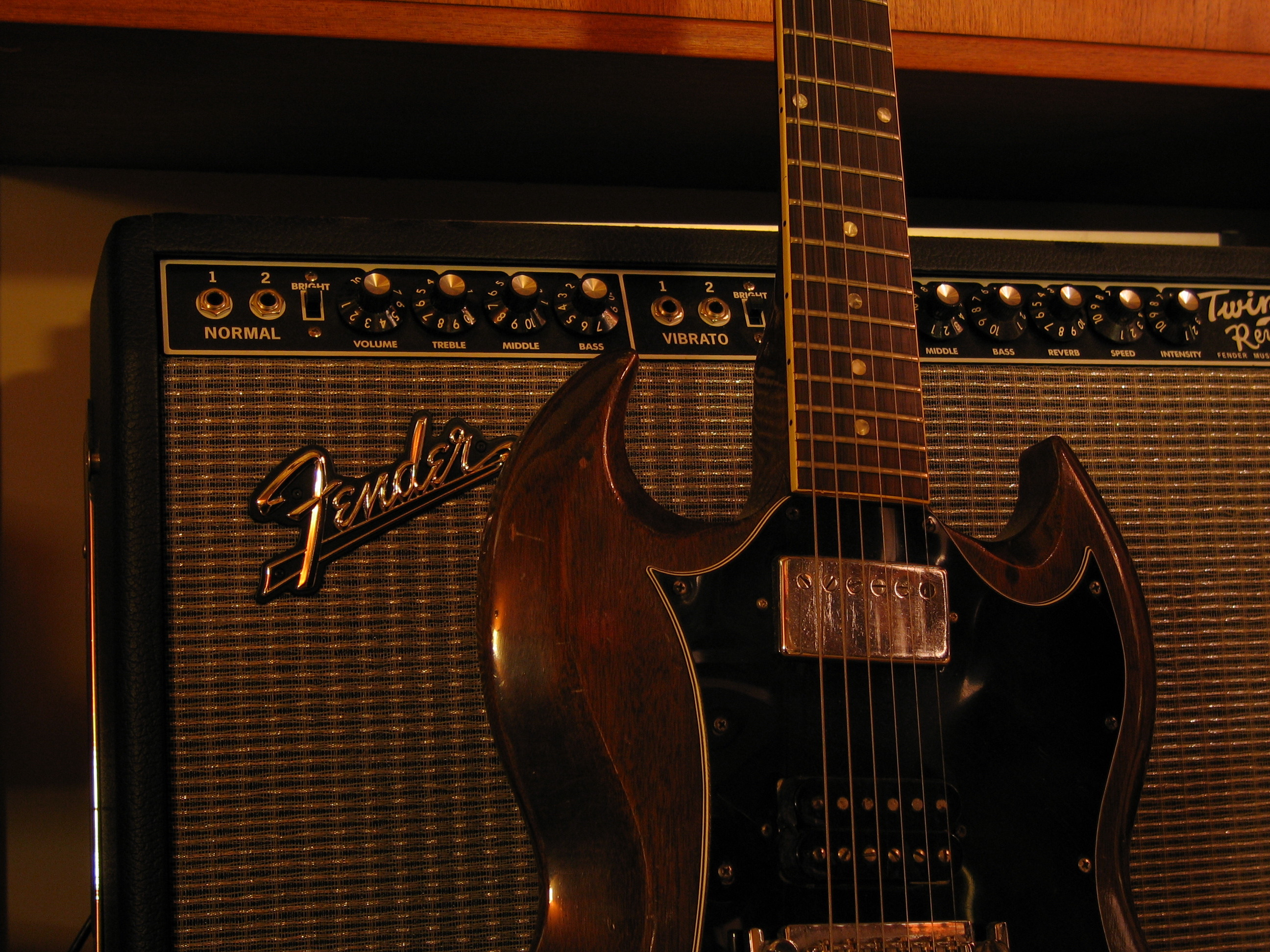 file fender twin reverb with gibson sg wikimedia mons