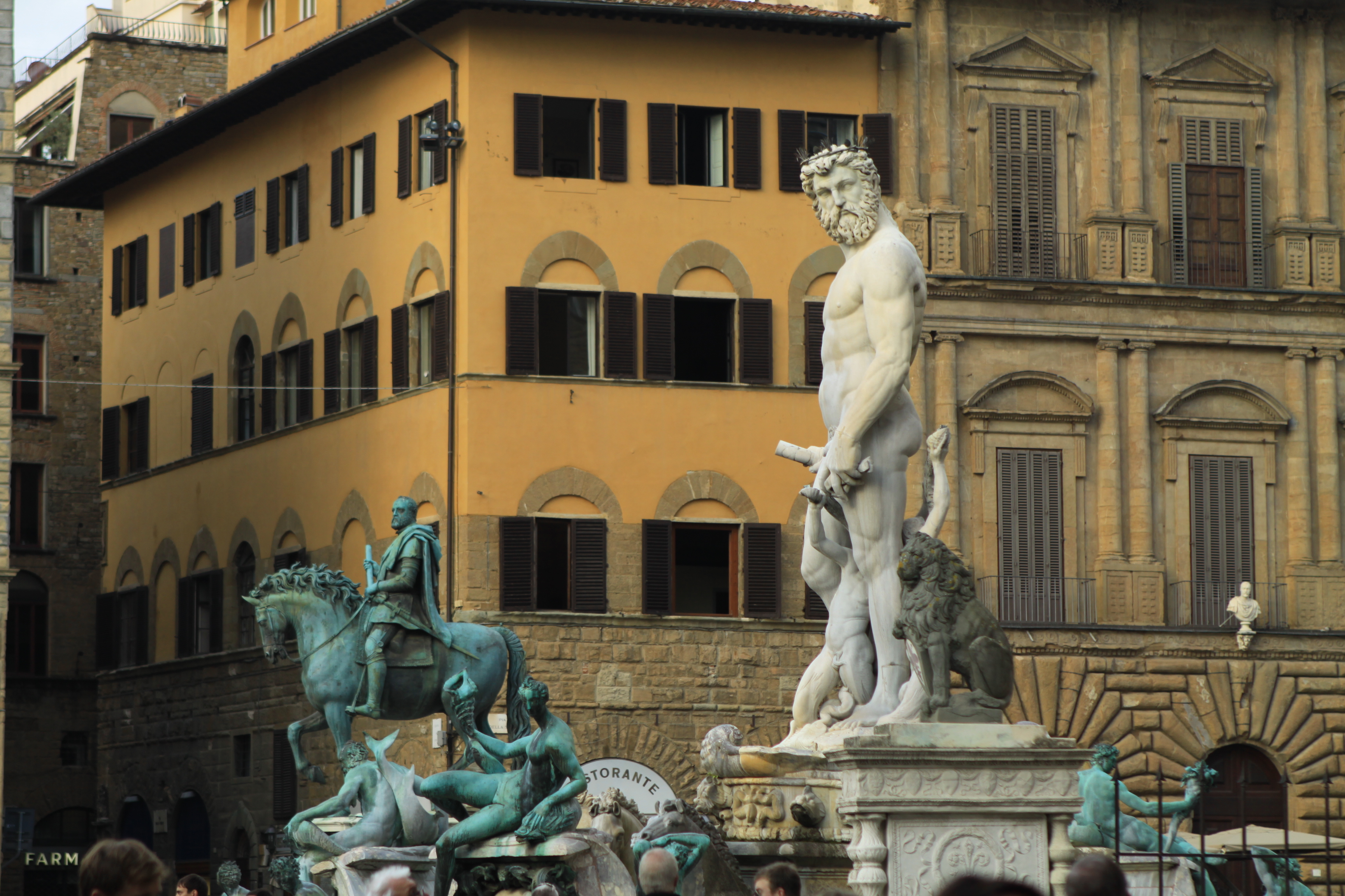 Fontana del Nettuno, voor Neptunus, het centrale beeld in de fontein