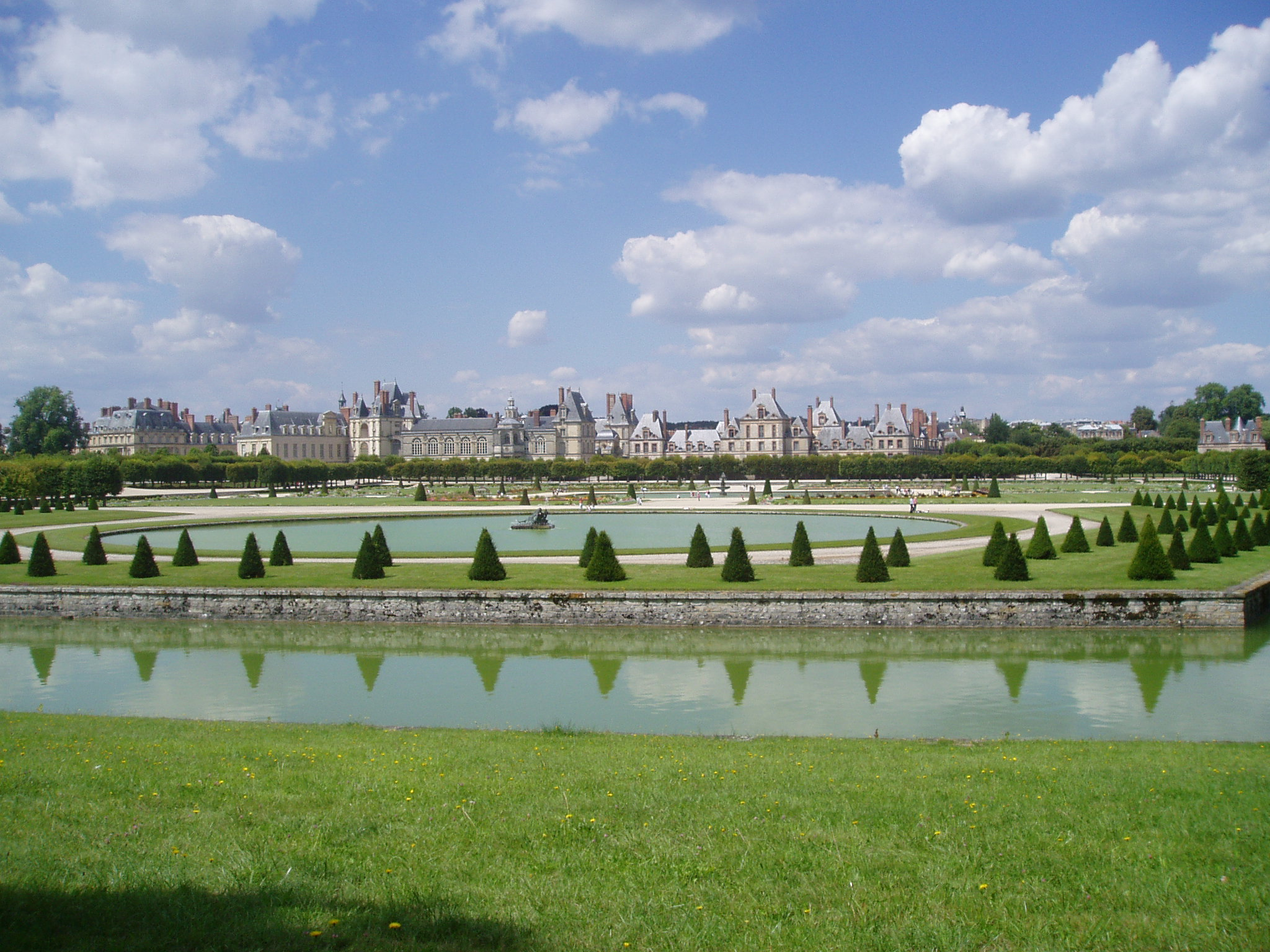 Huge and beautiful gardens outside the castle.