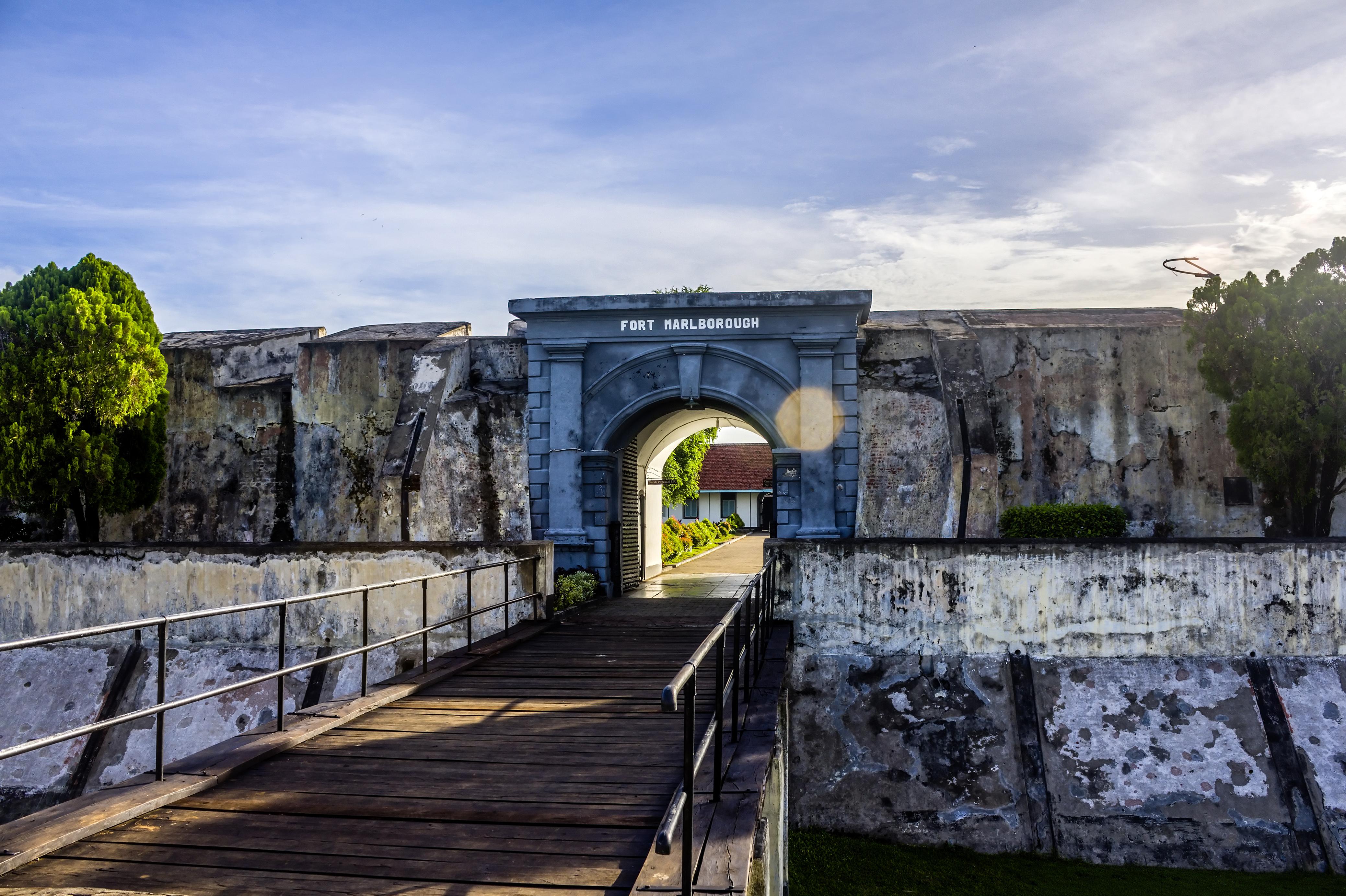 Hasil gambar untuk 2. Fort Marlborough di Bengkulu