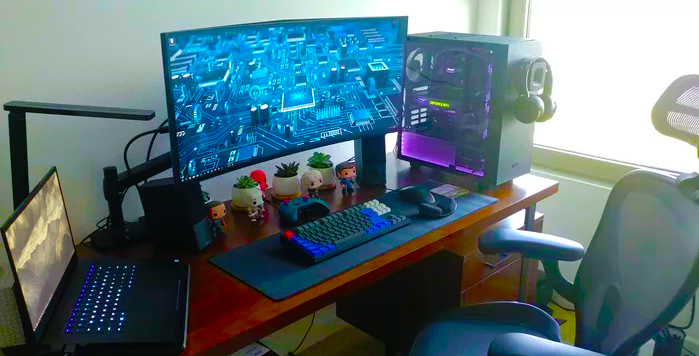 [Image: Gaming_PC_set_up.jpg]