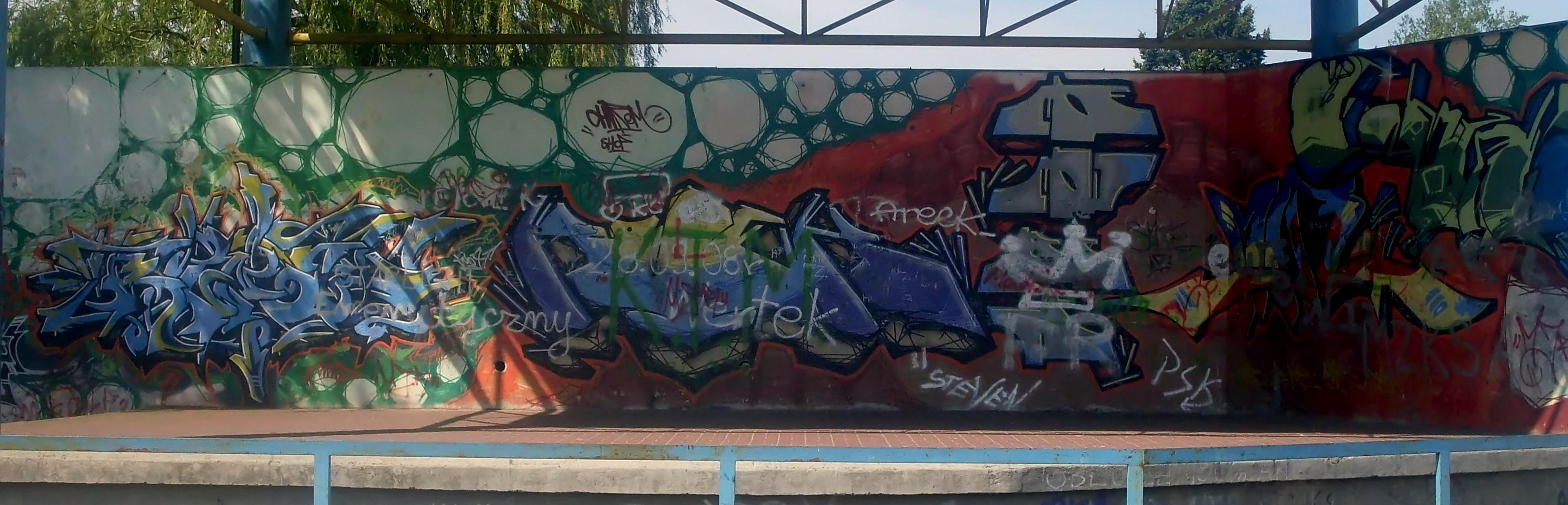 Filegraffiti at city park in gdynia obluze 1 jpg
