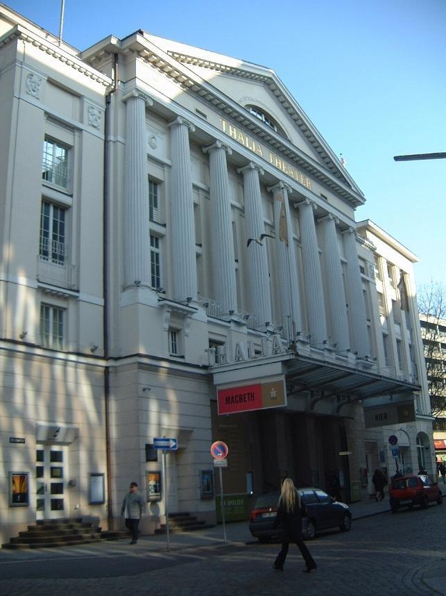 Teatro Thalia de Hamburgo, Alemania, lugar del estreno de The Black Rider y Alice, dos colaboraciones entre Tom Waits y Robert Wilson.