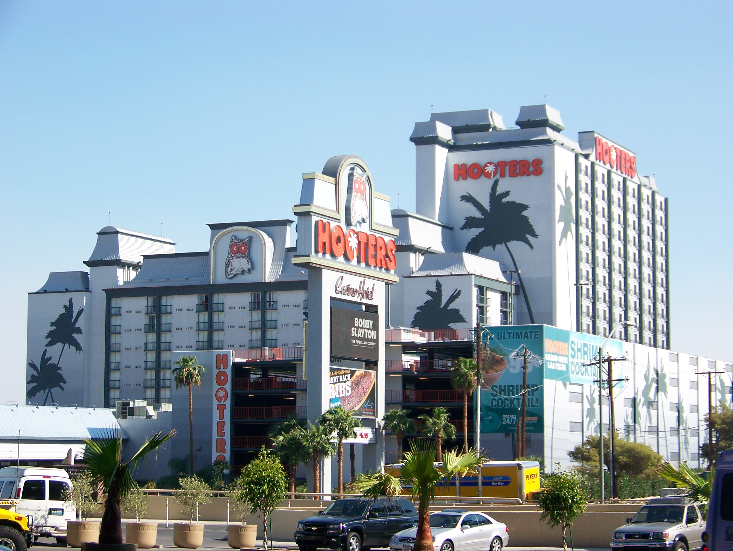 hooters casino closing