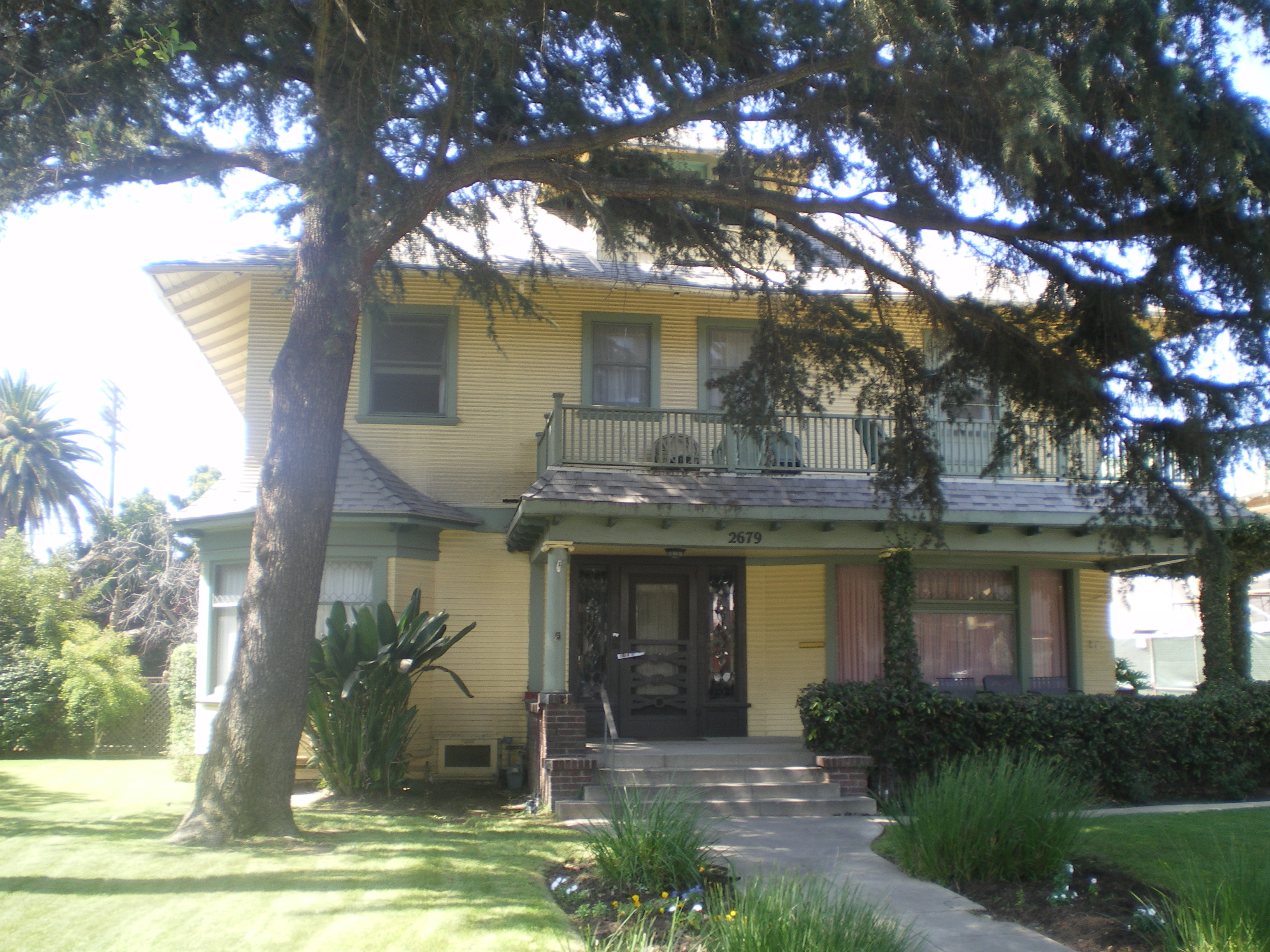File:House at 2679 S. Menlo Ave., Los Angeles.jpg