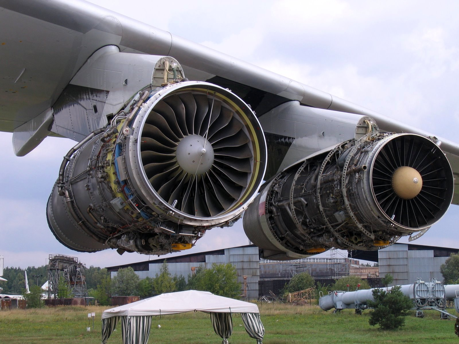 File il 76td soloviev aircraft engine jpg wikimedia commons - Jet engine wallpaper ...
