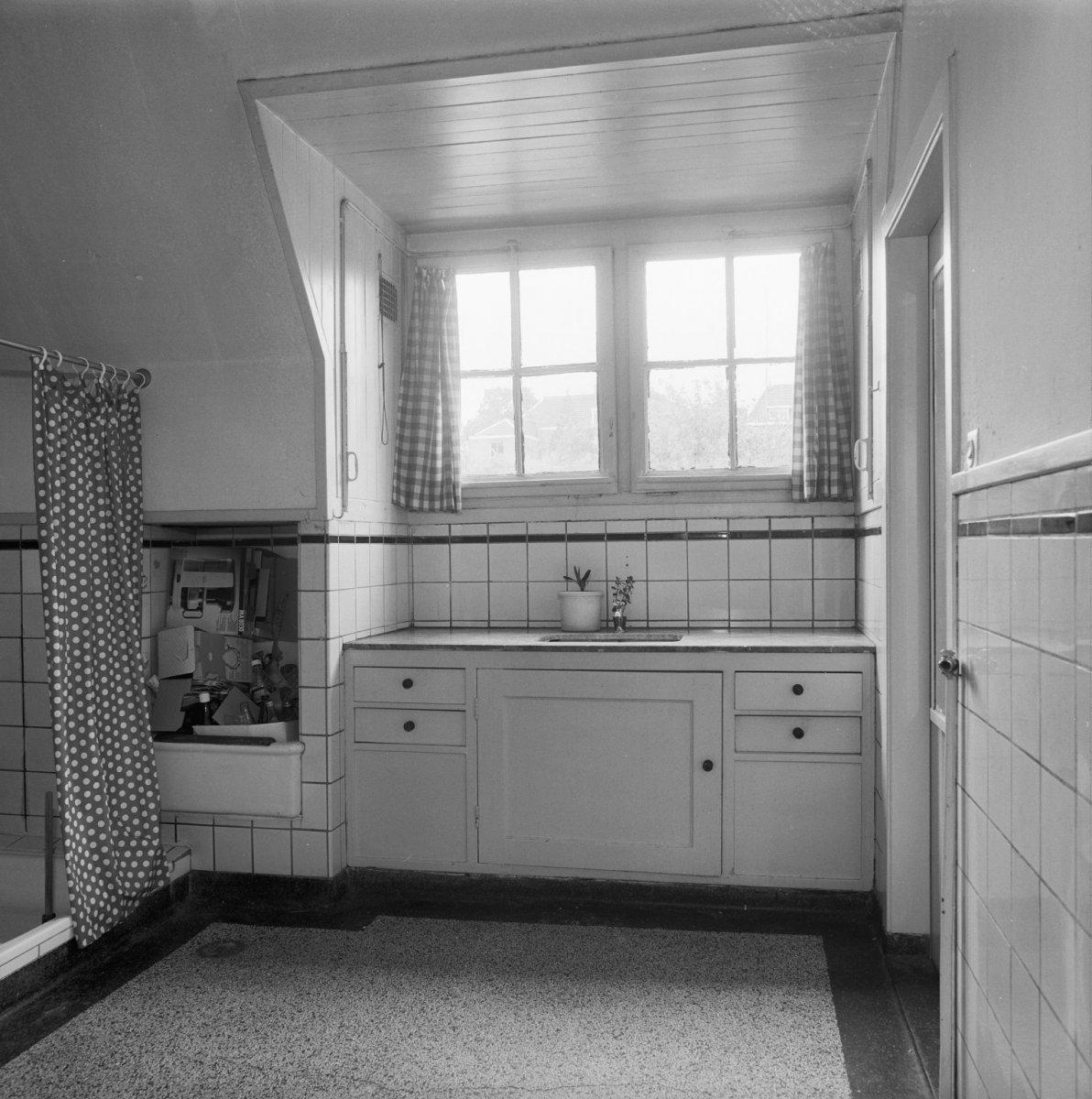 File:Interieur, keuken en badkamer - Arnhem - 20401692 - RCE.jpg ...