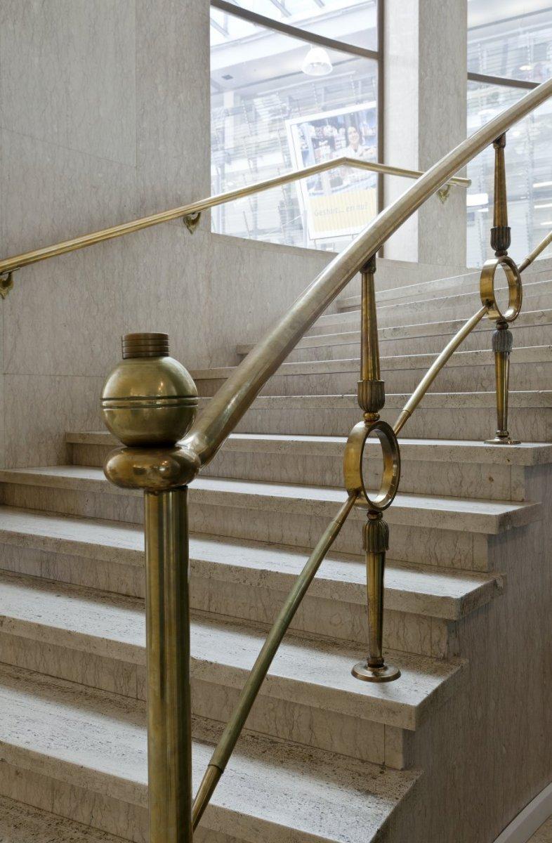 File interieur koperen balustrade van de ronde marmeren for Interieur de ronde