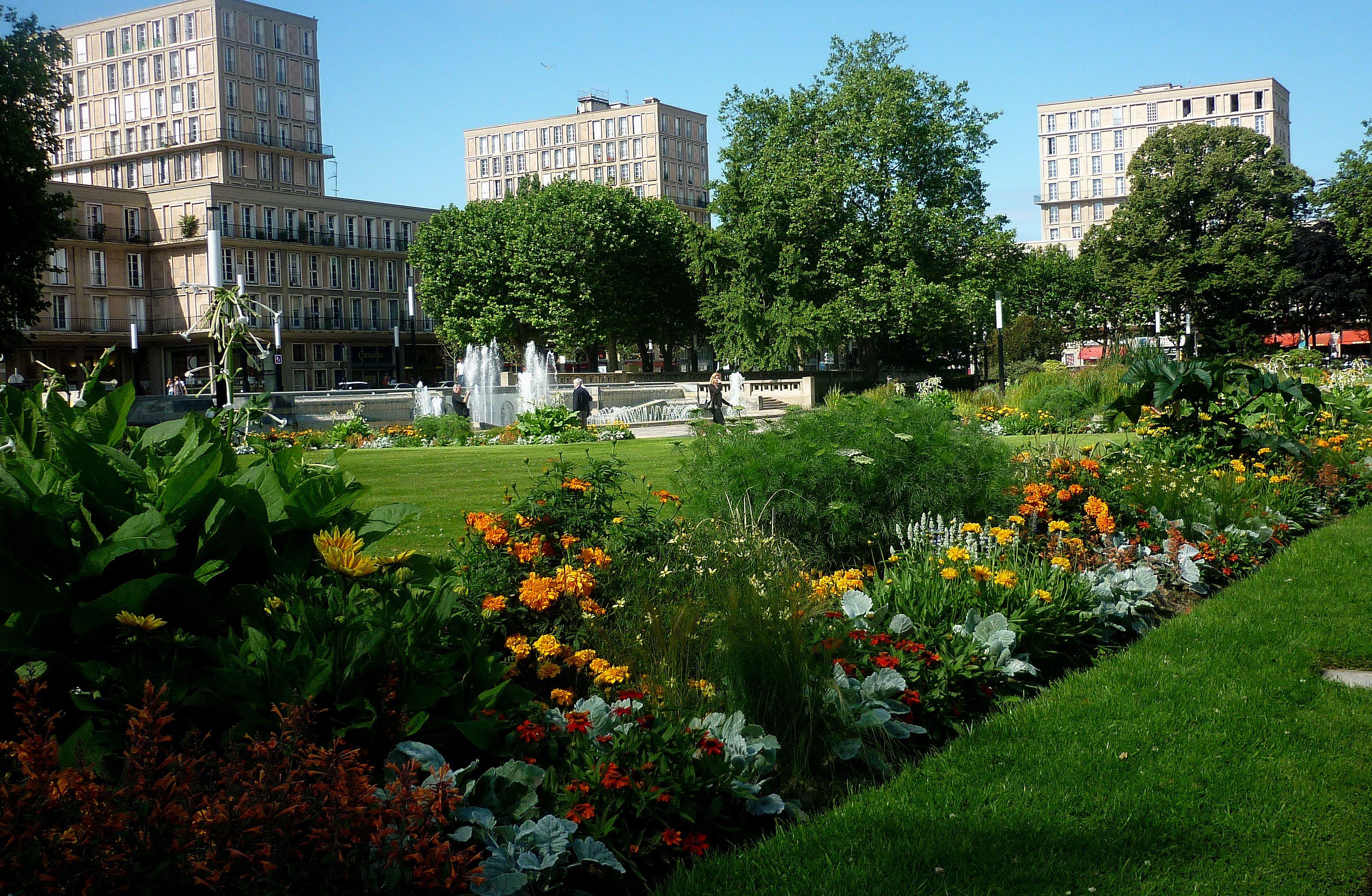 Jardins de l 39 h tel de ville le havre for Entretien de jardin le havre