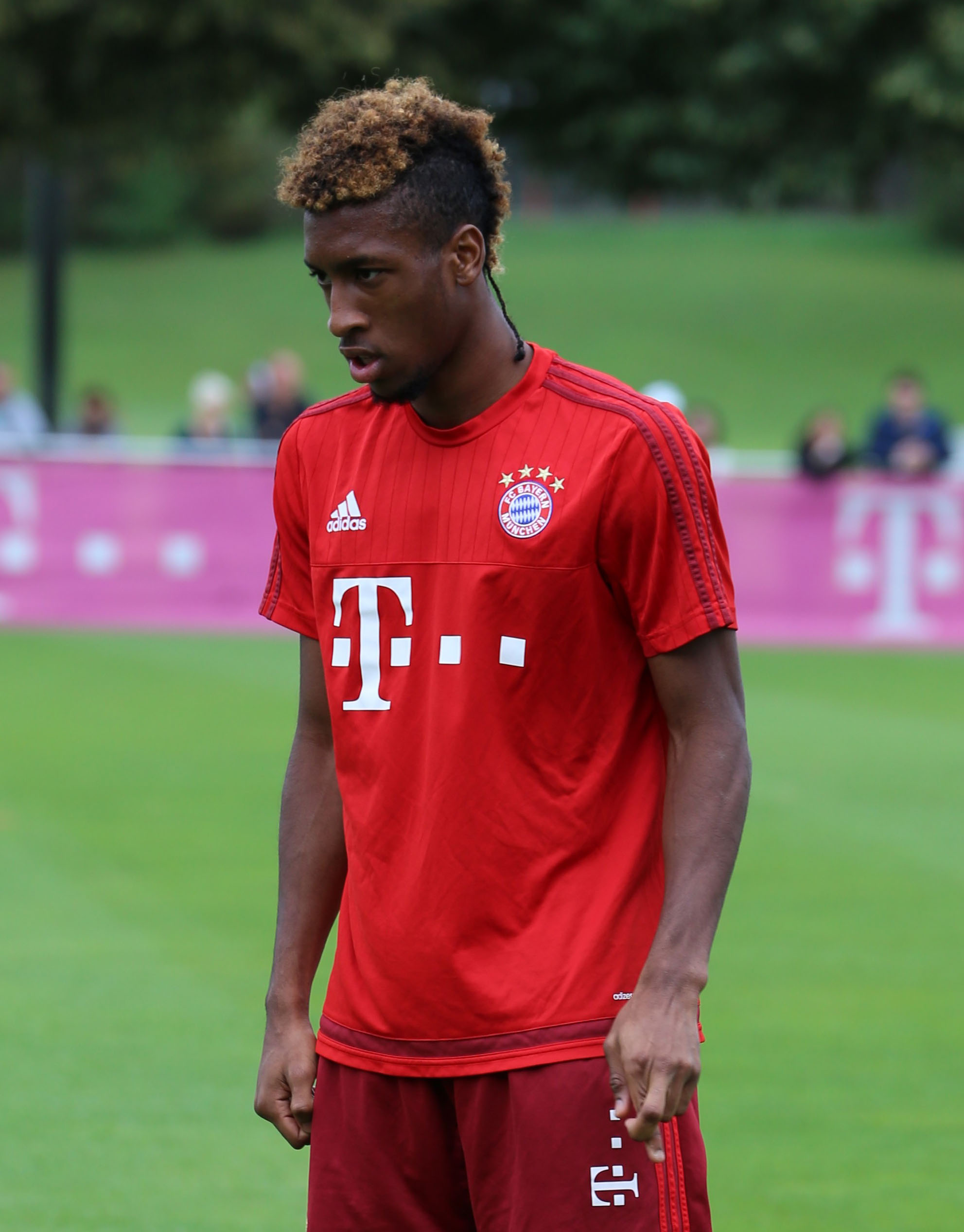 The 22-year old son of father (?) and mother(?) Kingsley Coman in 2019 photo. Kingsley Coman earned a 0.19 million dollar salary - leaving the net worth at 0.76 million in 2019