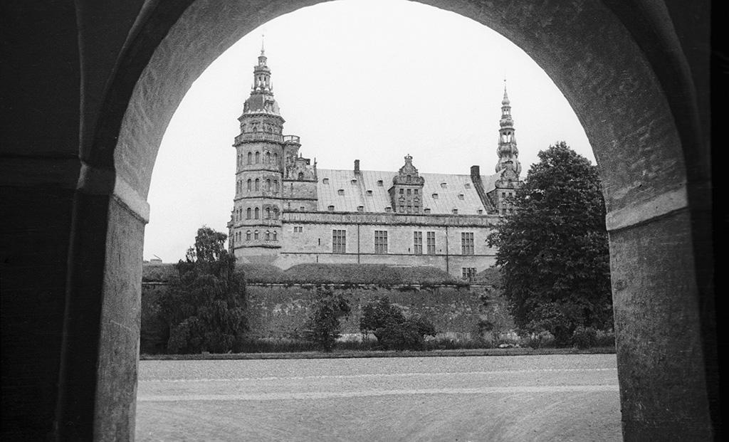 Kronborg Castle, Helsingoer, Denmark (20308340712).jpg