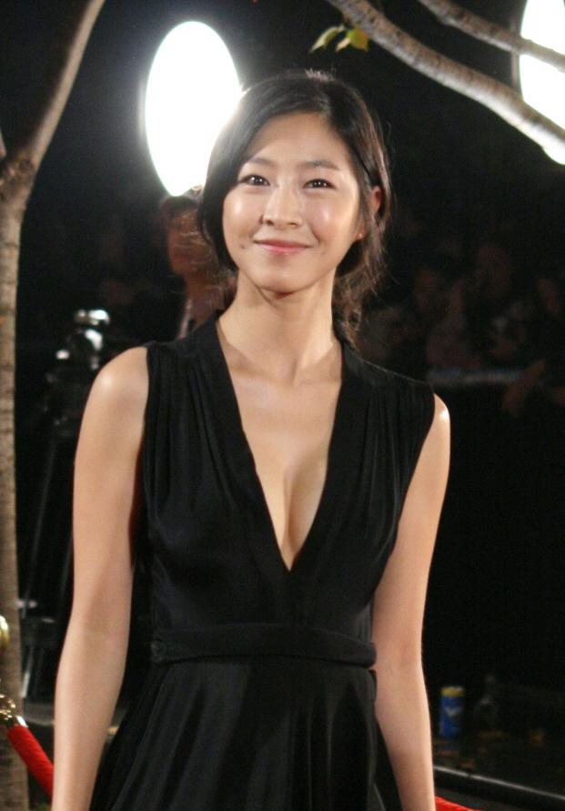Eun-Woo Lee Nude Photos 53