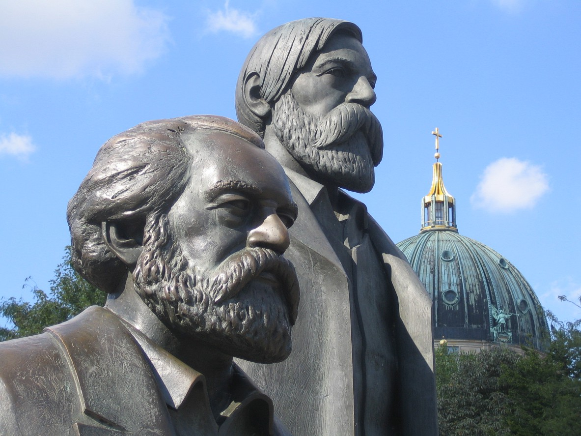 https://upload.wikimedia.org/wikipedia/commons/5/59/MarxEngels_4a.jpg