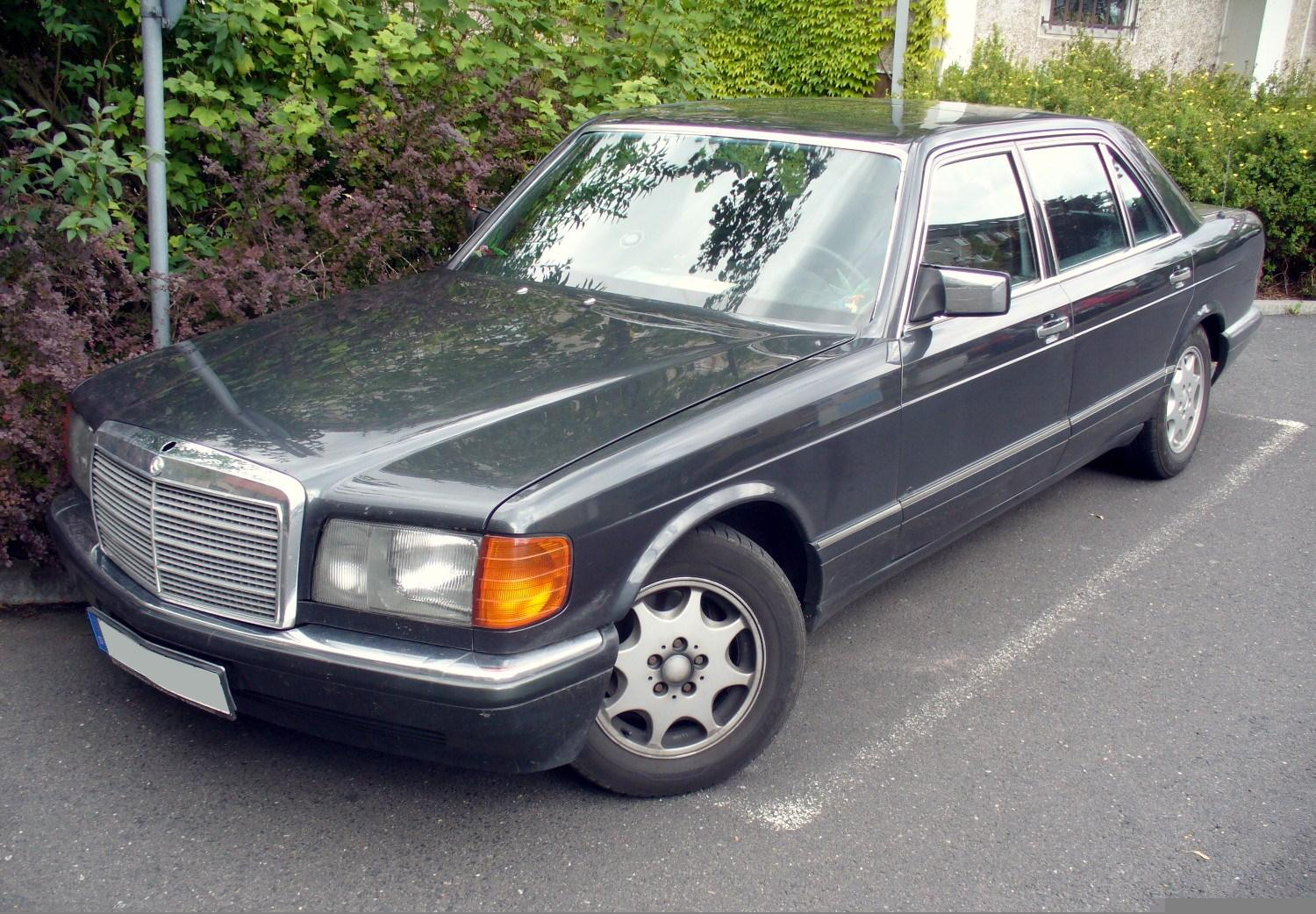 File mercedes benz w126 jpg wikimedia commons for Mercedes benz w126