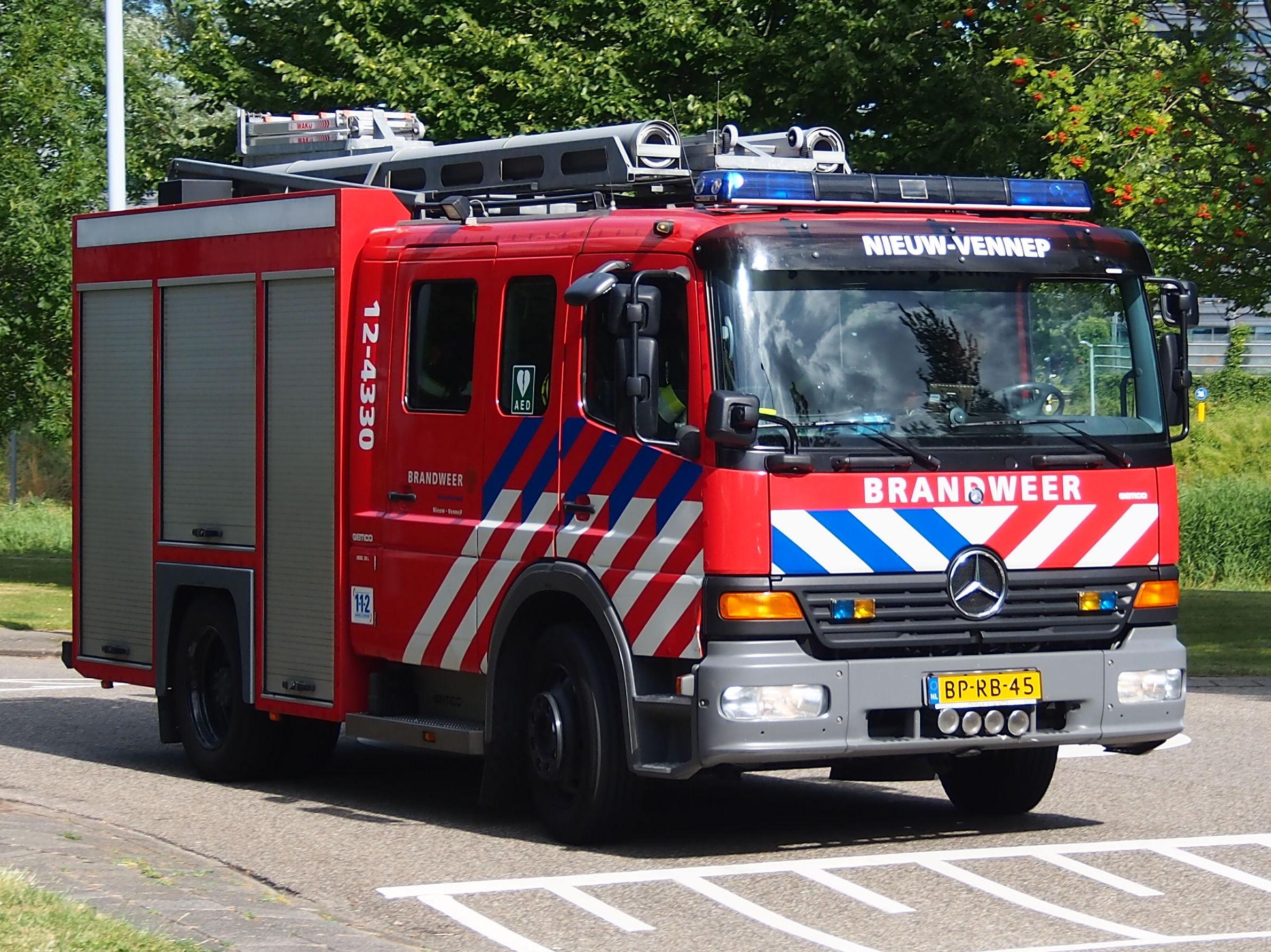 Zelfs met een ploeg van 25 man kan de brandweer weinig doen. Bron: Wikimedia