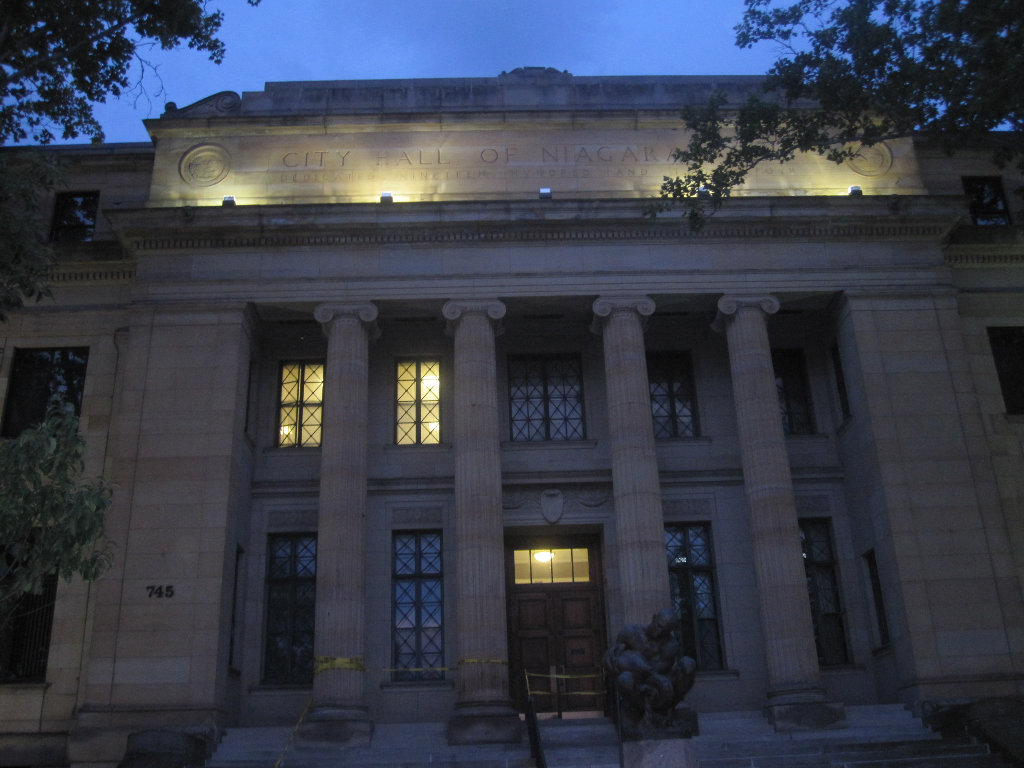 Archivo Niagara Falls Ny City Hall At Night Img 1461 Jpg