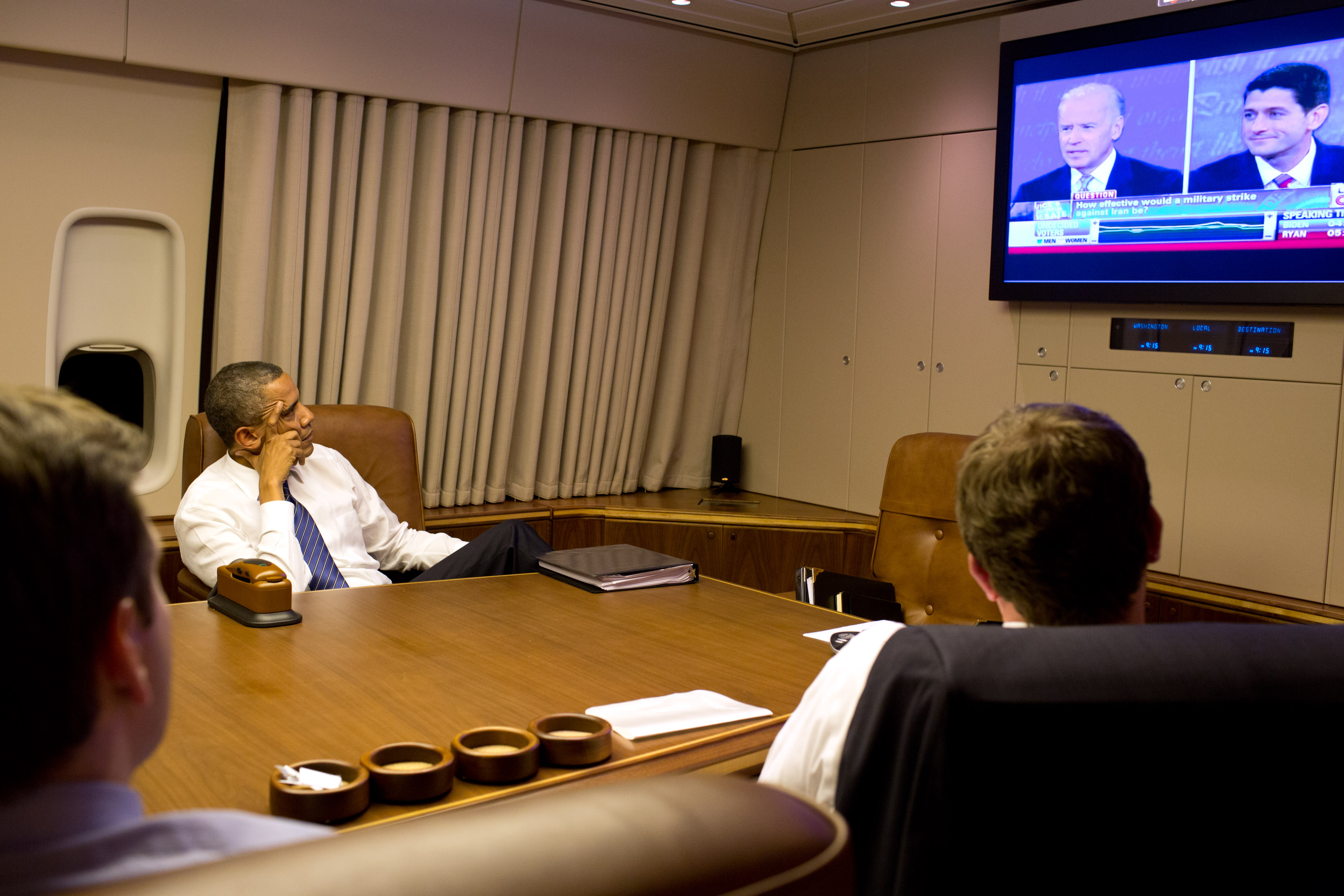 Description P101112ps-488 Air Force One Obama watches VP debate jpgObama Air Force One Interior
