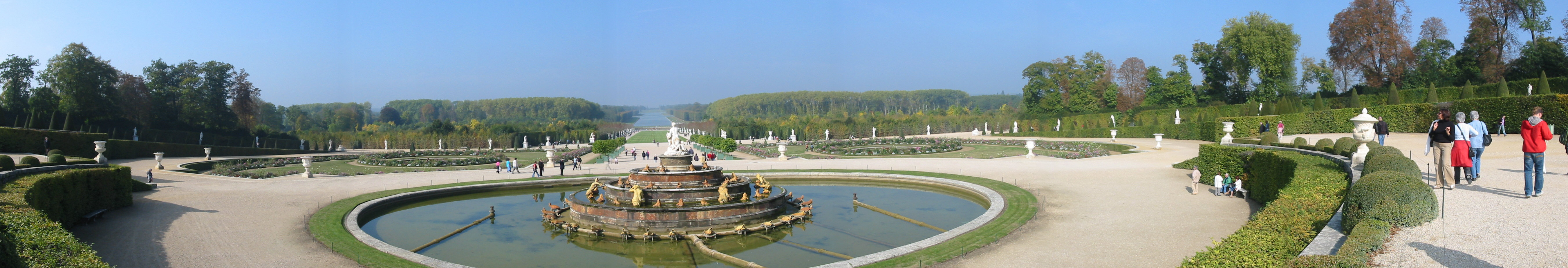 https://upload.wikimedia.org/wikipedia/commons/5/59/Panorama_VersaillesGarden.jpg