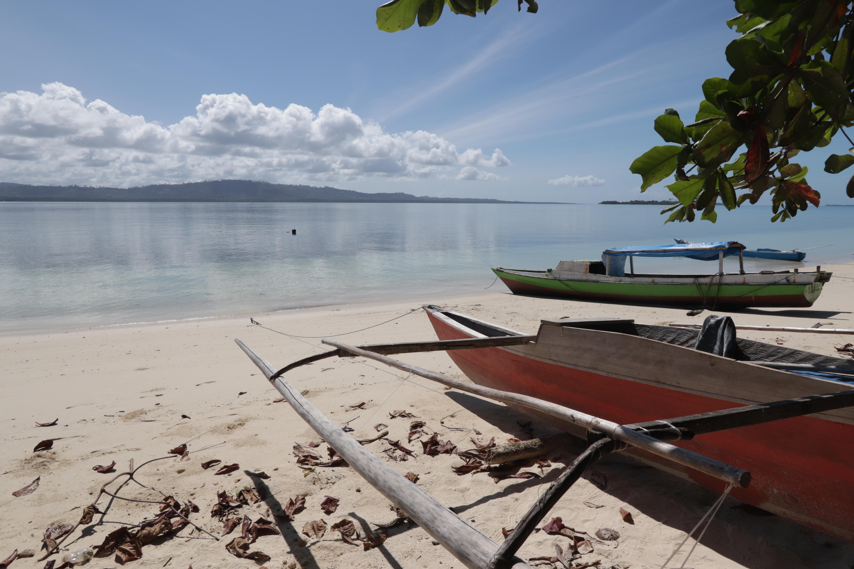 Filepantai Pulau Ngele Ngele Maluku Utarajpg Wikimedia