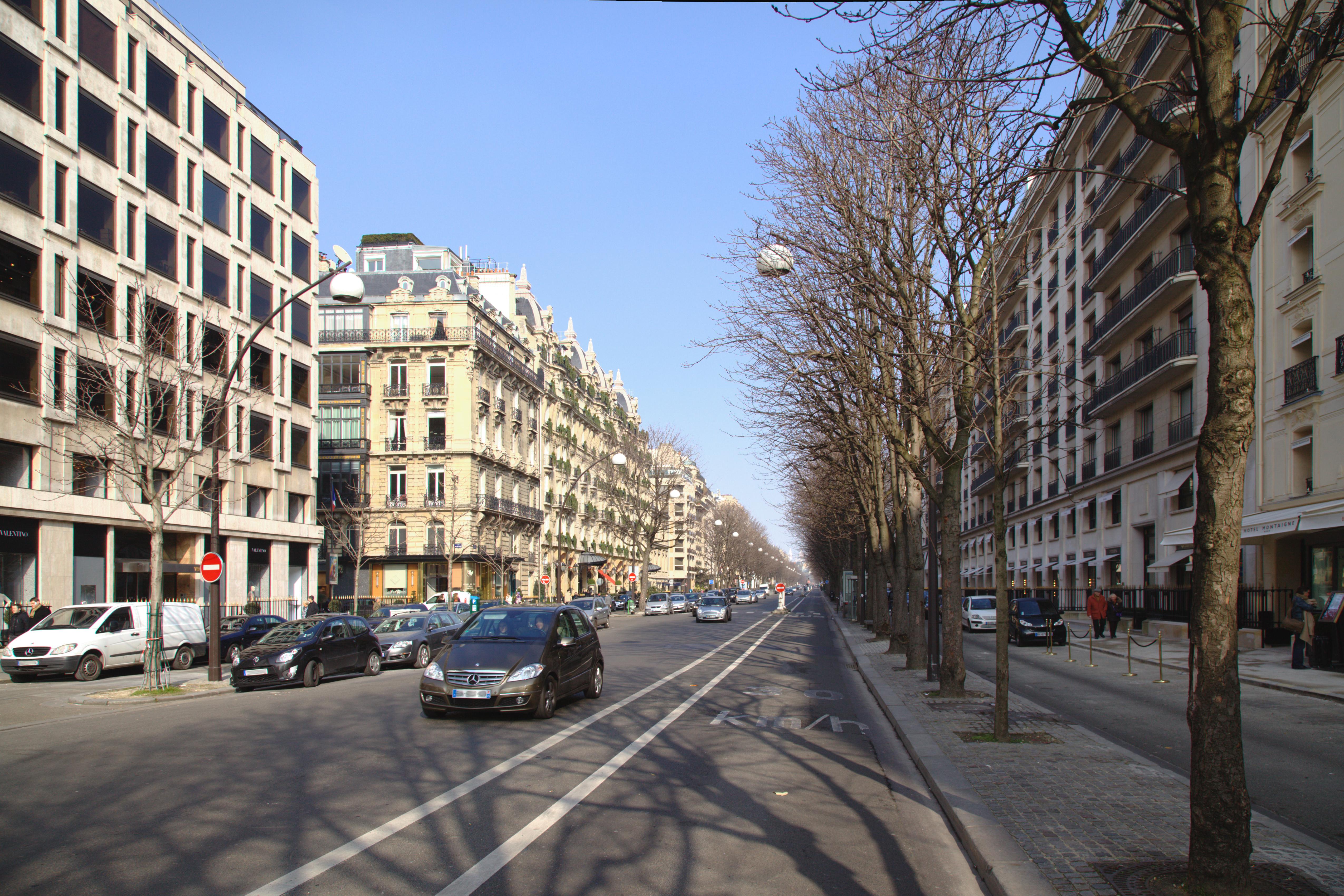 File Paris Avenue Montaigne Sans Verdure Jpg Wikimedia Commons