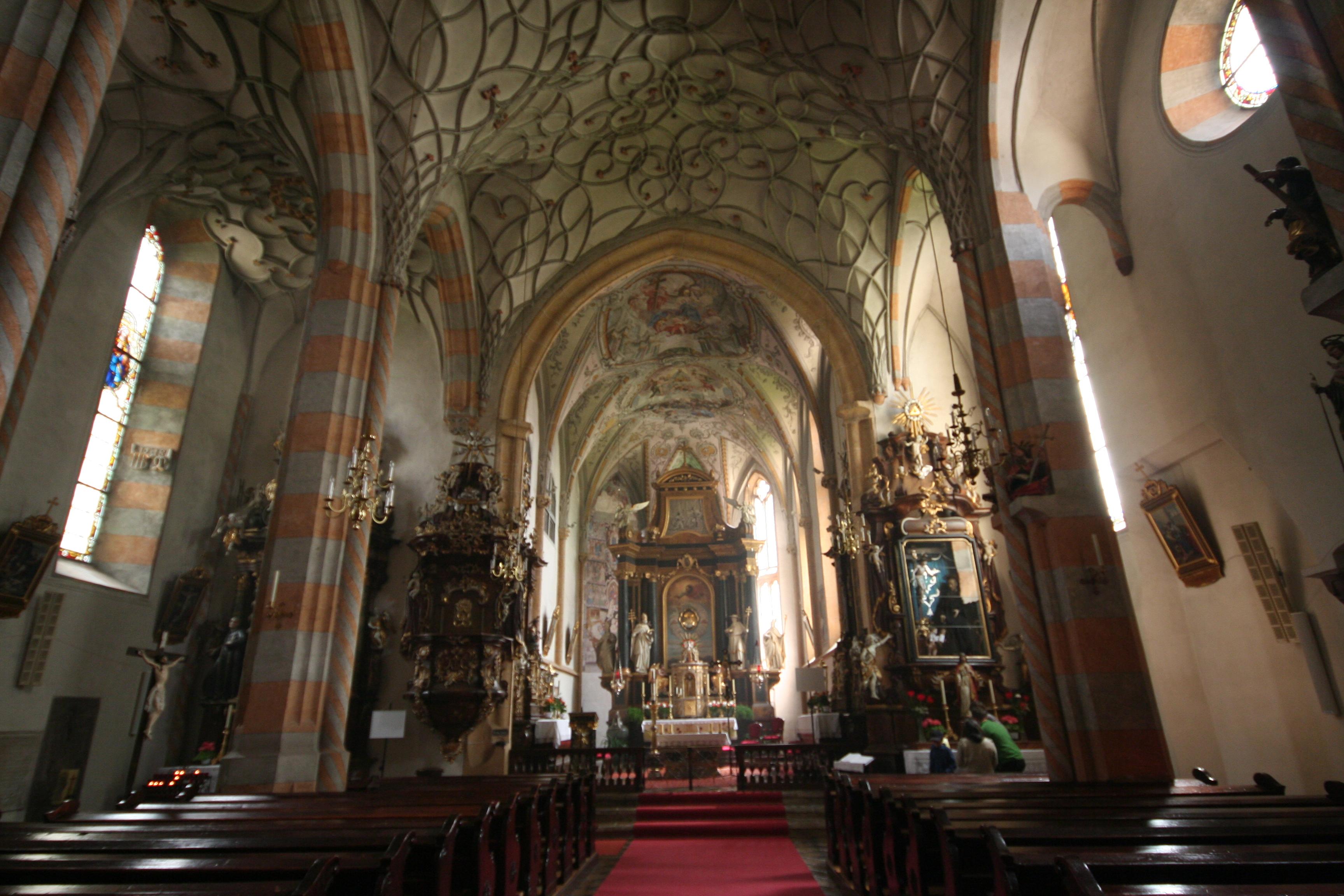 Pfarrkirche_K%C3%B6tschach_-_Innenansicht.JPG