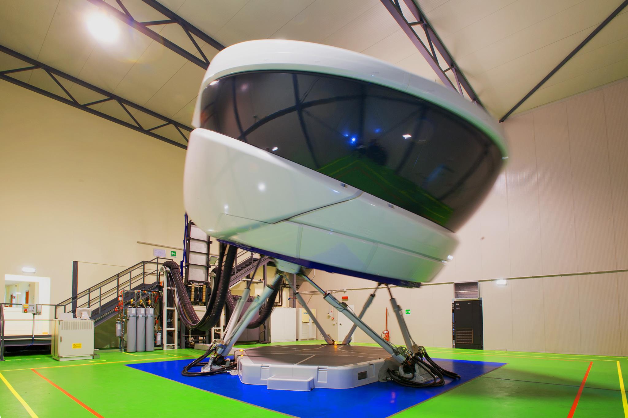 Full flight simulator - Wikipedia