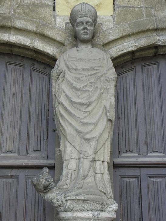Statue de saint Pol Aurélien au trumeau du portail occidental de la cathédrale de St Pol de Léon