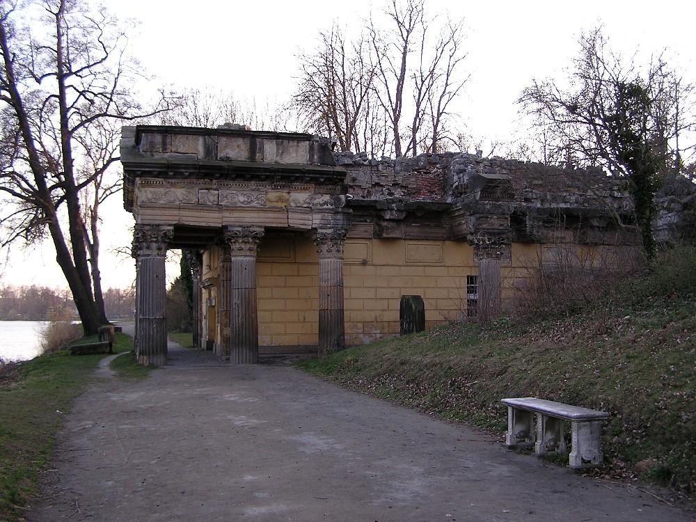 Die Schlossküche in Form einer Tempelruine im Neuen Garten Potsdam ...