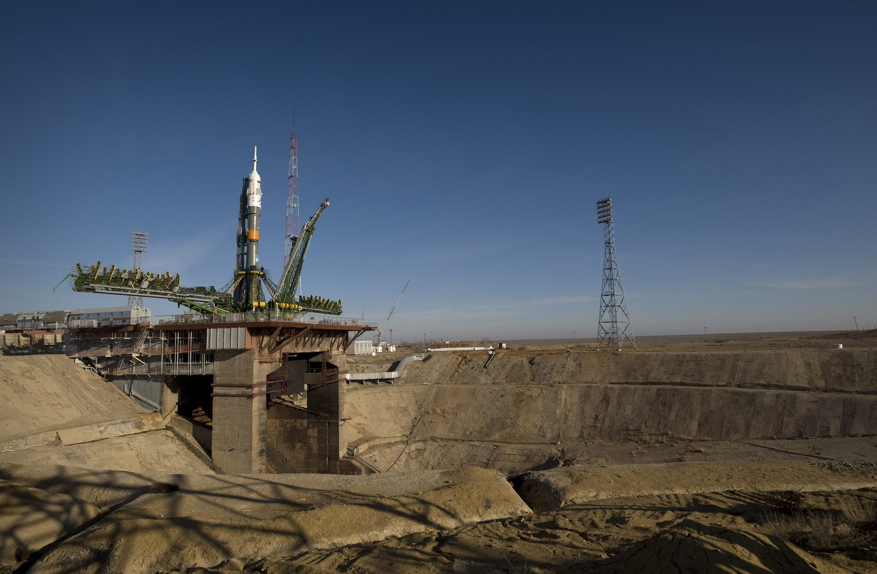 A Soyuz rocket is erected into position at the Baikonur Cosmodrome's Pad 1/5 (Gagarin's Start) on 24 March 2009. The rocket launched the crew of Expedition 19 and a spaceflight participant on 26 March 2009.