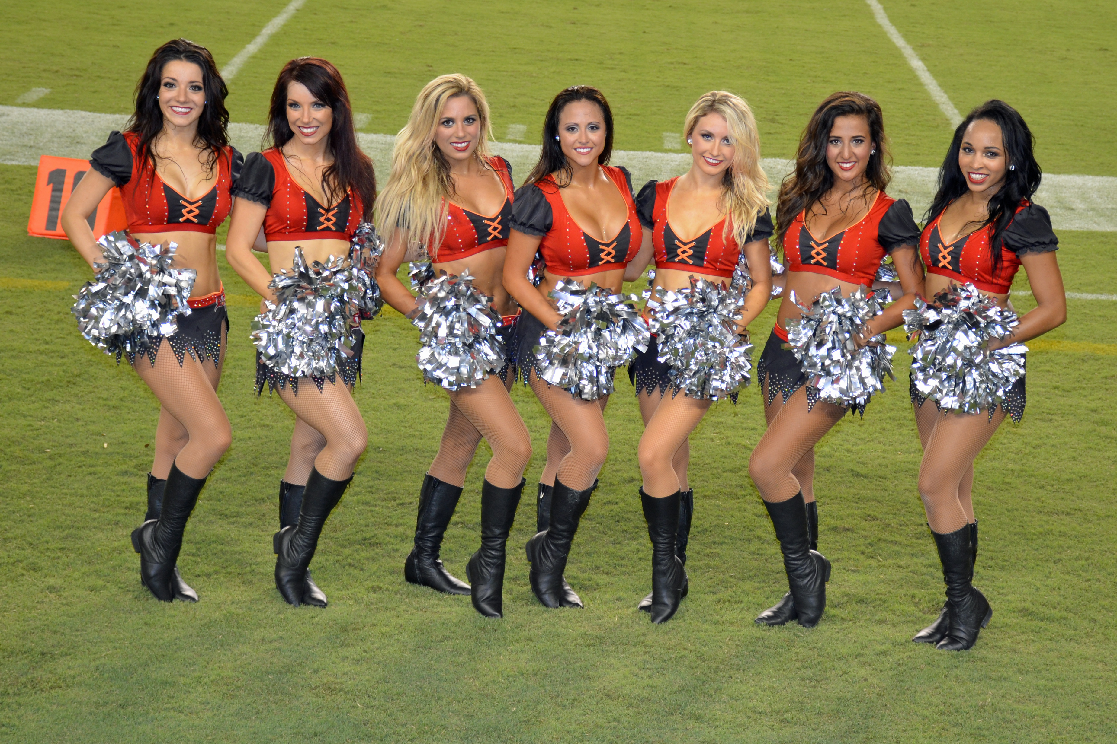 Tampa Bay Buccaneers Cheerleaders - Wikipedia 66210647c