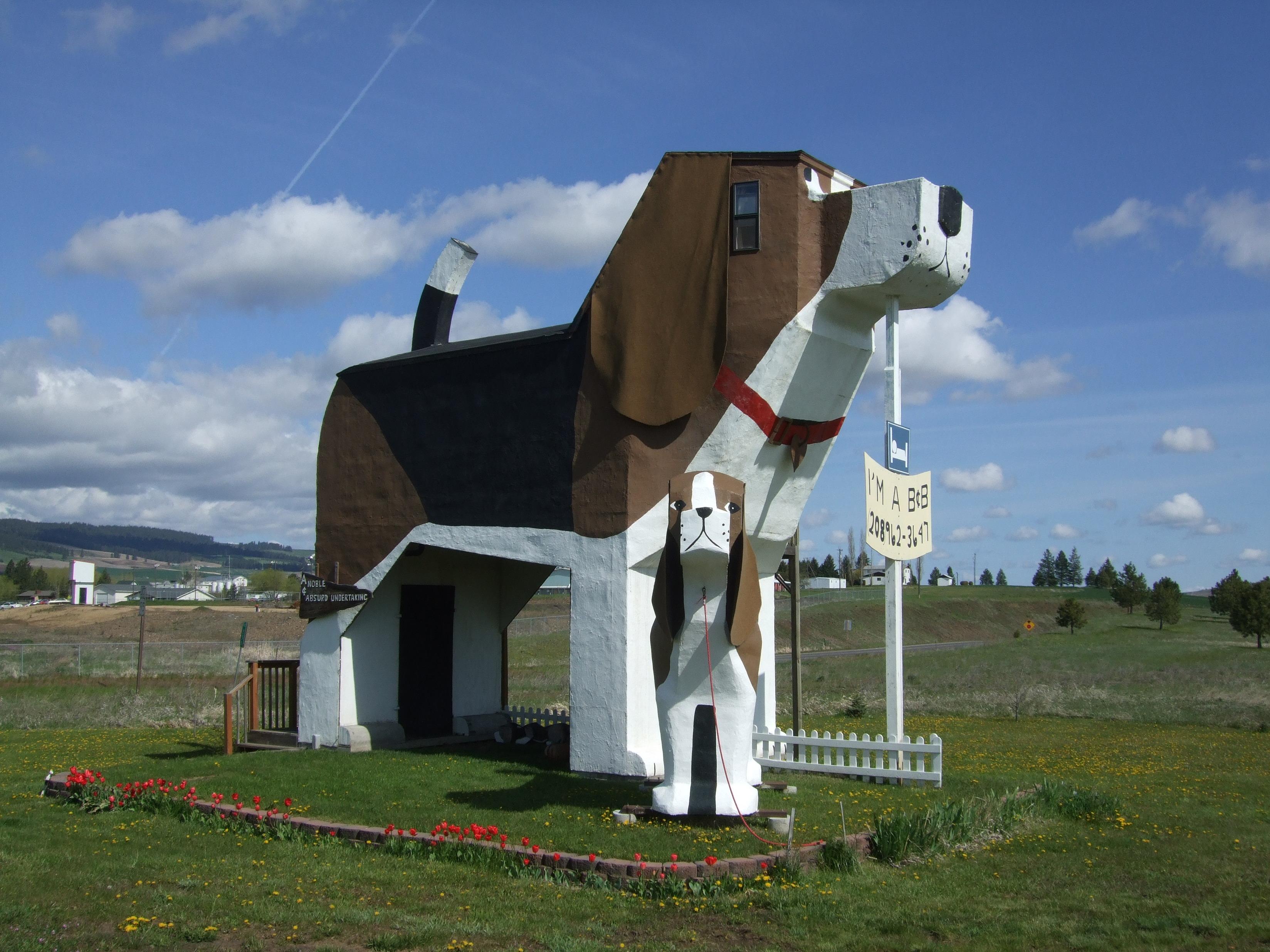 File:Toby and Sweet Willie Dog Bark Park Inn.JPG ...