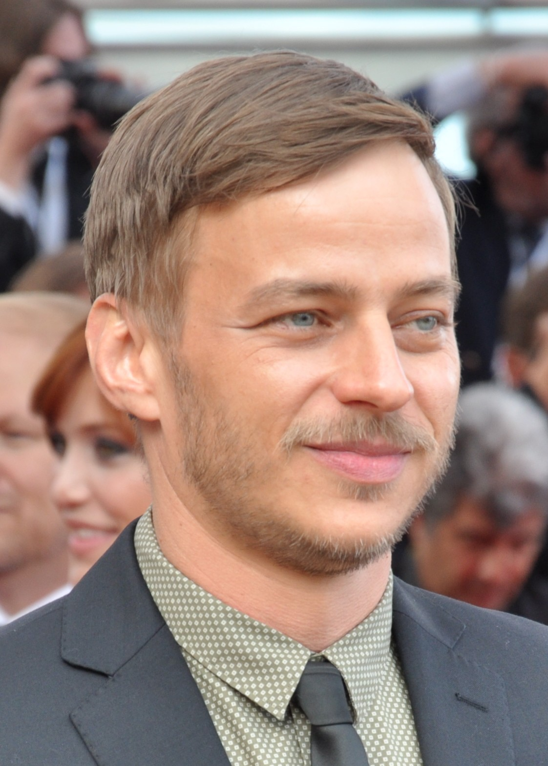 The 45-year old son of father (?) and mother(?) Tom Wlaschiha in 2018 photo. Tom Wlaschiha earned a  million dollar salary - leaving the net worth at 1 million in 2018
