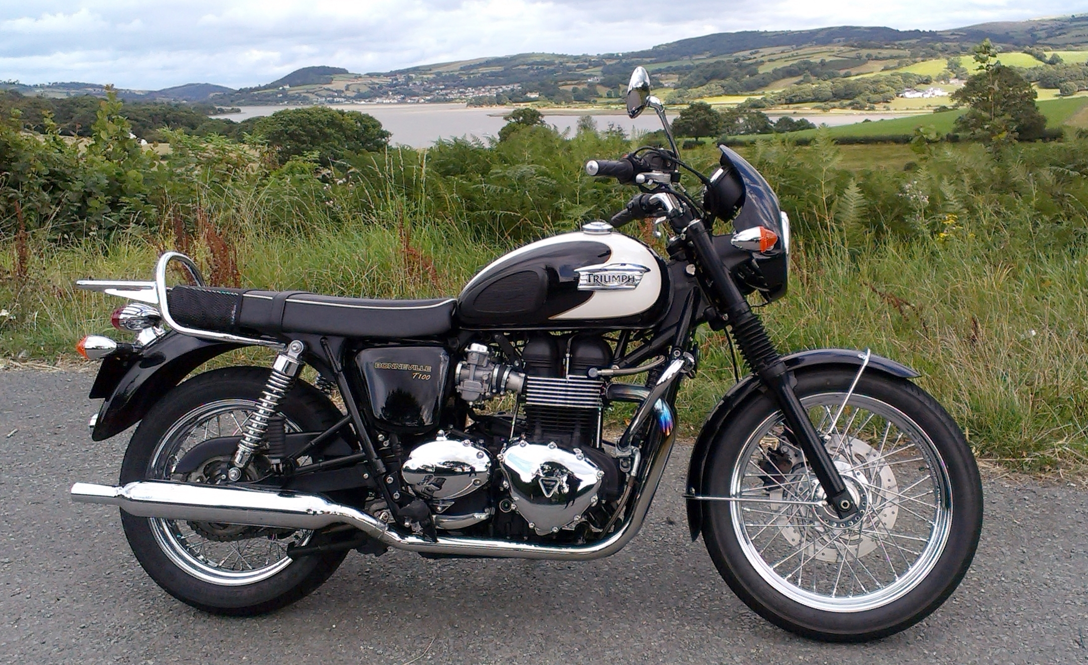 Triumph bonneville t 100 single seat