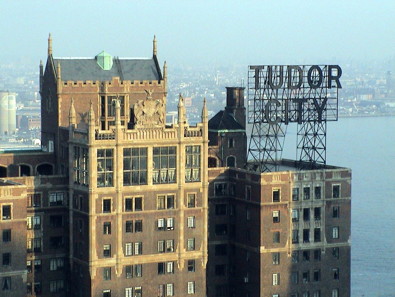 File Tudor City Sign Manhattan Jpg Wikimedia Commons