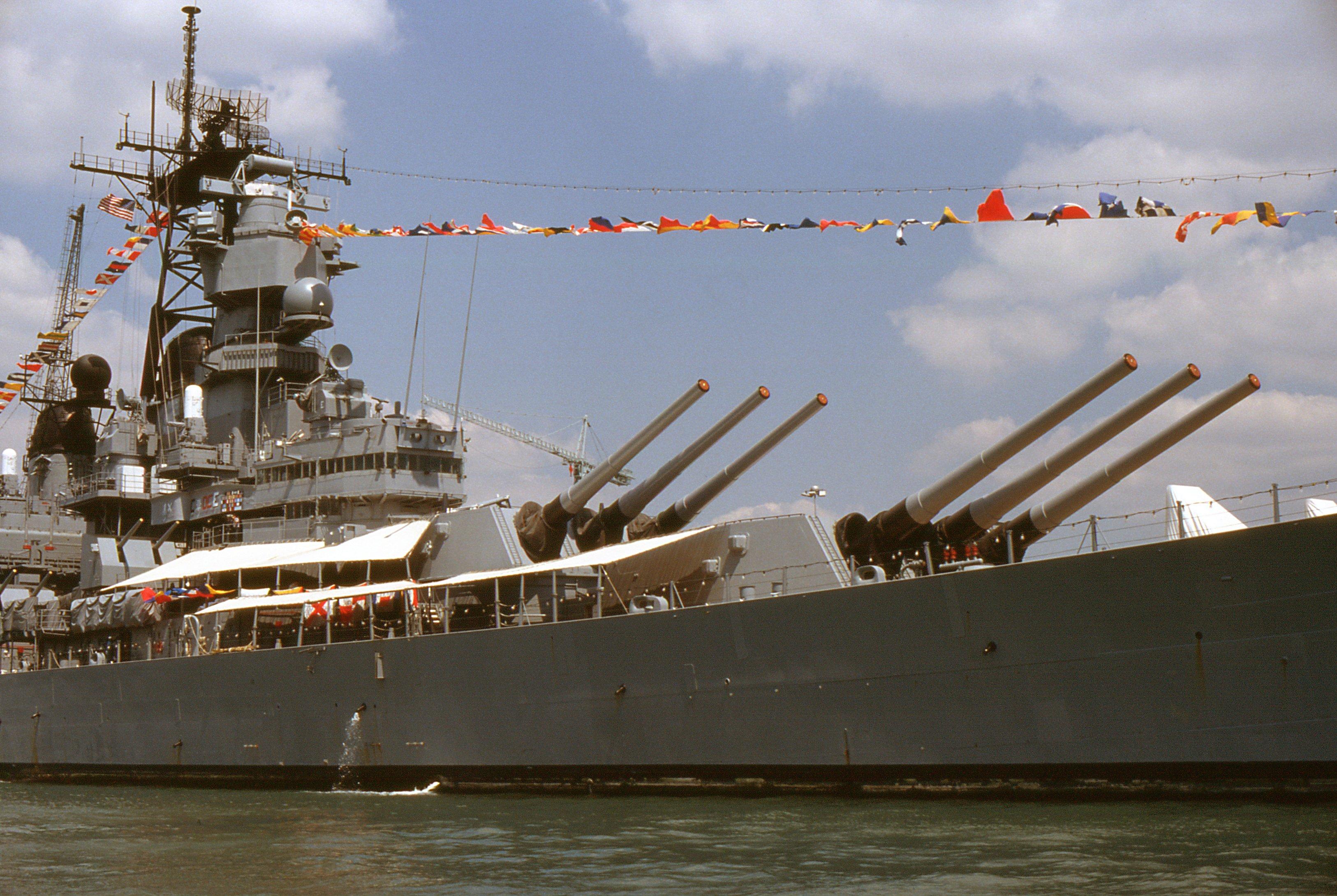 File:USS Iowa, Portsmouth, Great Britain, July 1989 (3) jpg