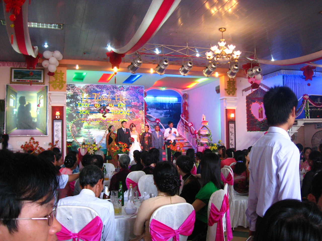 Filevietnamese wedding receptiong wikimedia commons filevietnamese wedding receptiong junglespirit Gallery
