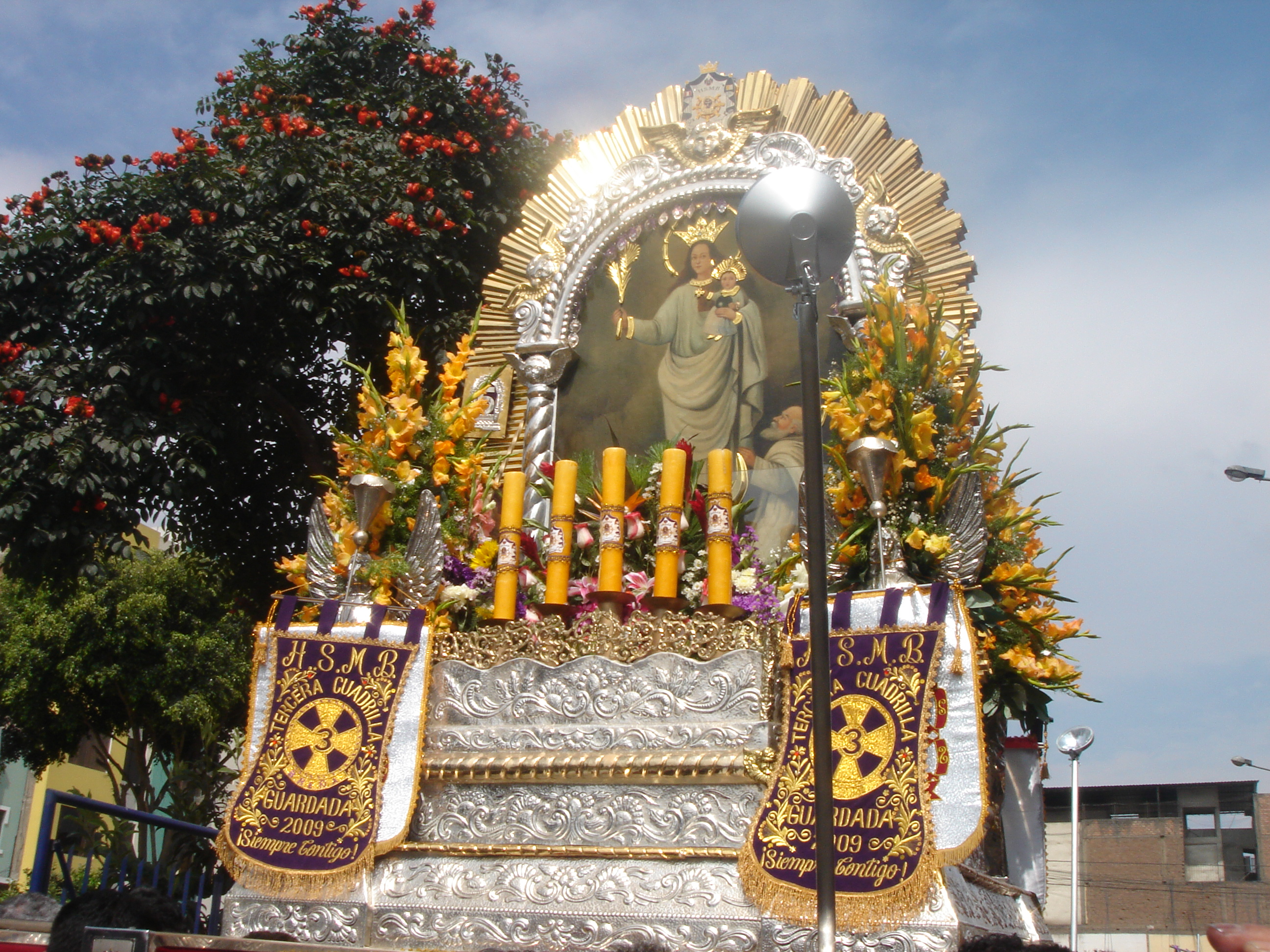http://upload.wikimedia.org/wikipedia/commons/5/59/Virgen_de_la_Nube_Bre%C3%B1a001.jpg