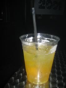 Kokteilis su Red Bull ir degtine