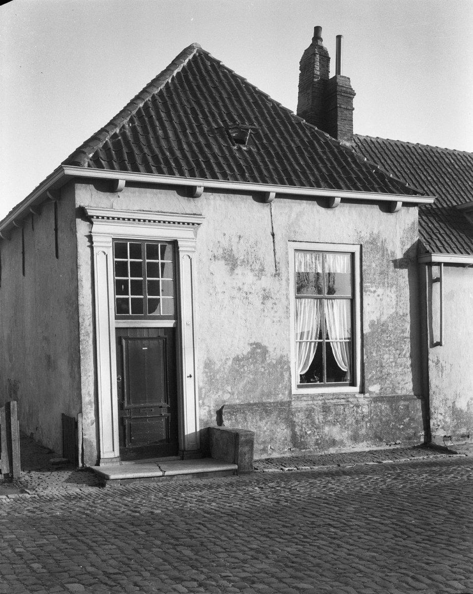 Huis met rechte gevel in veere monument - Oude huis gevel ...