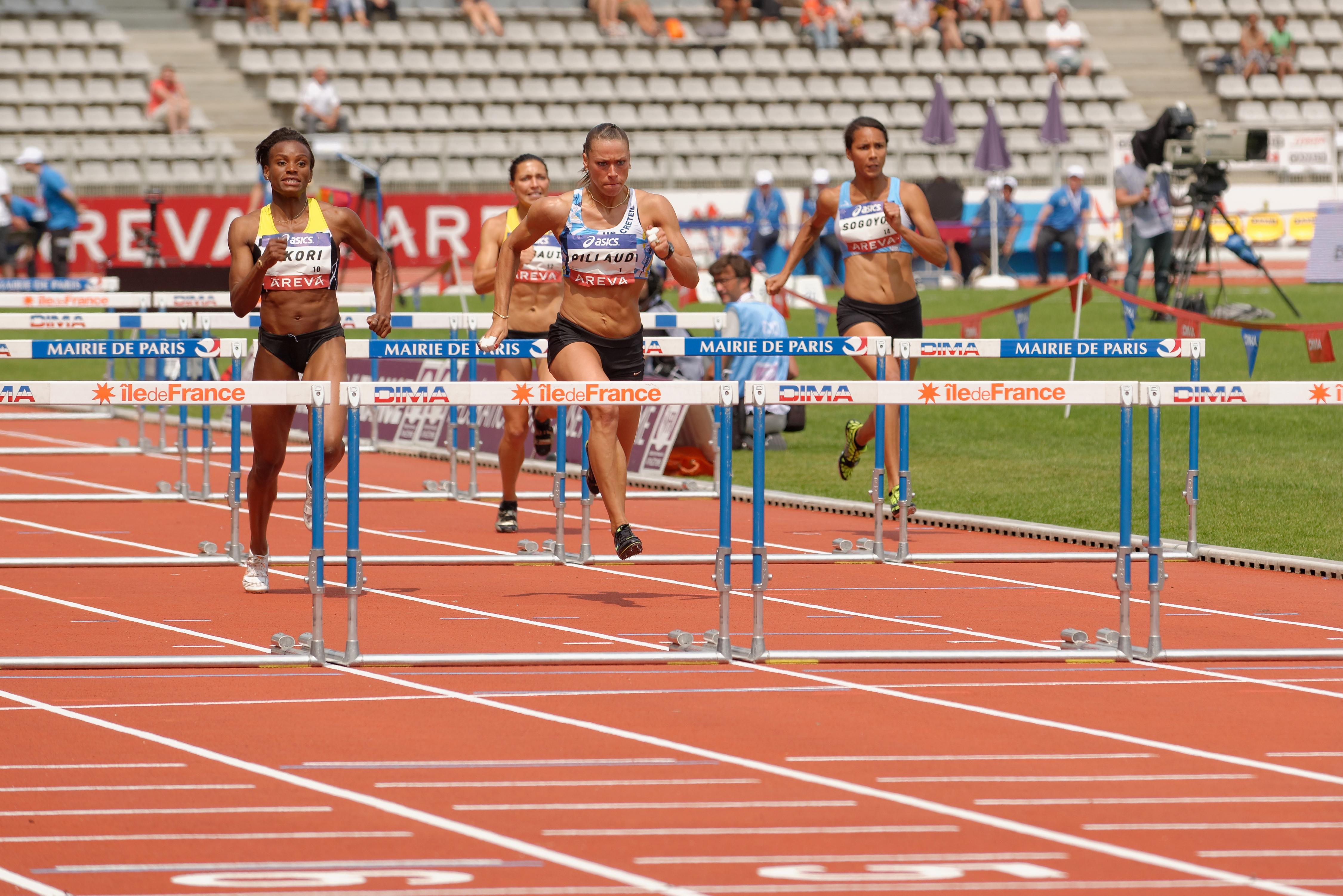Women 100 m hurdl...