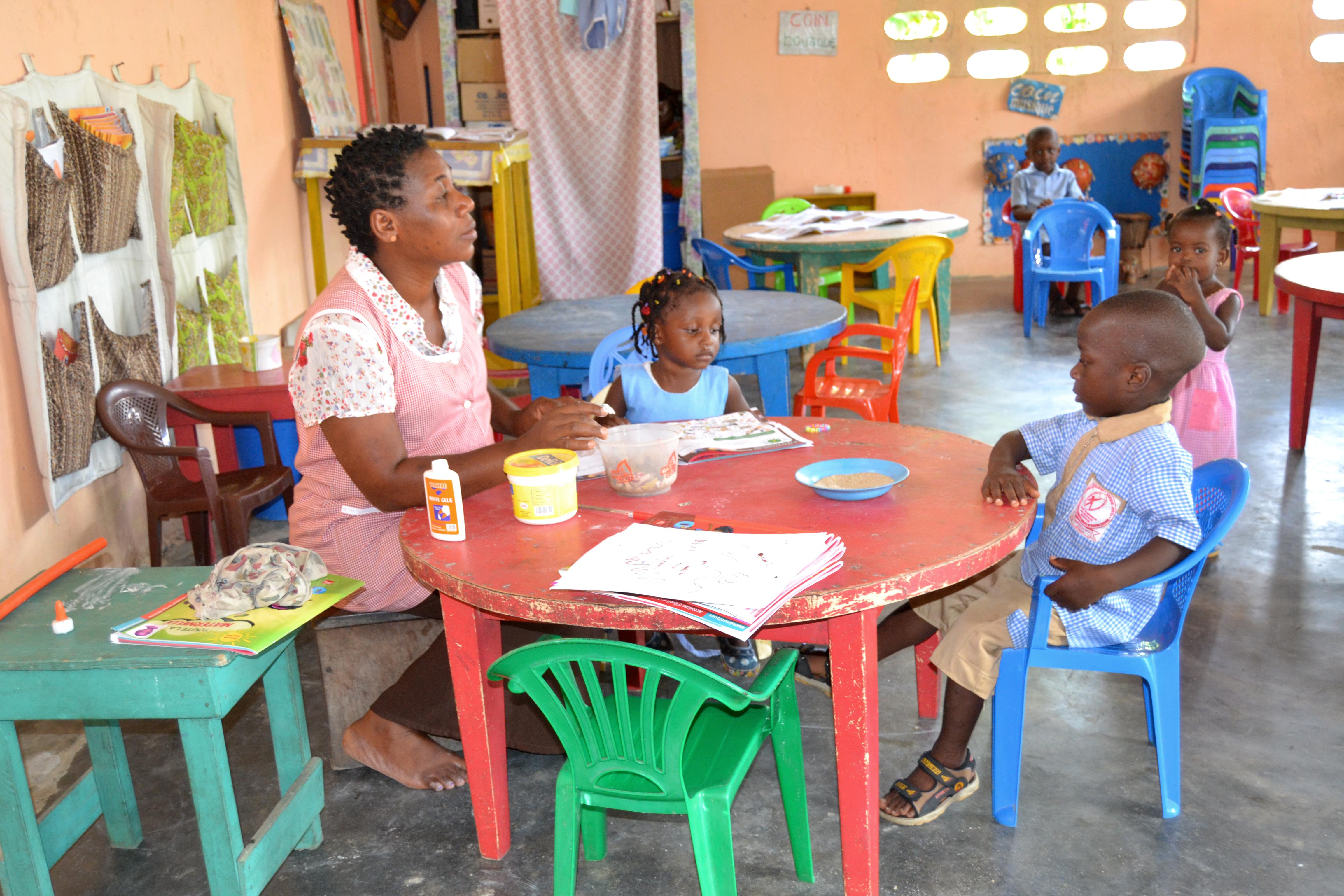 3da79cb23f4 Éducateur de jeunes enfants — Wikipédia