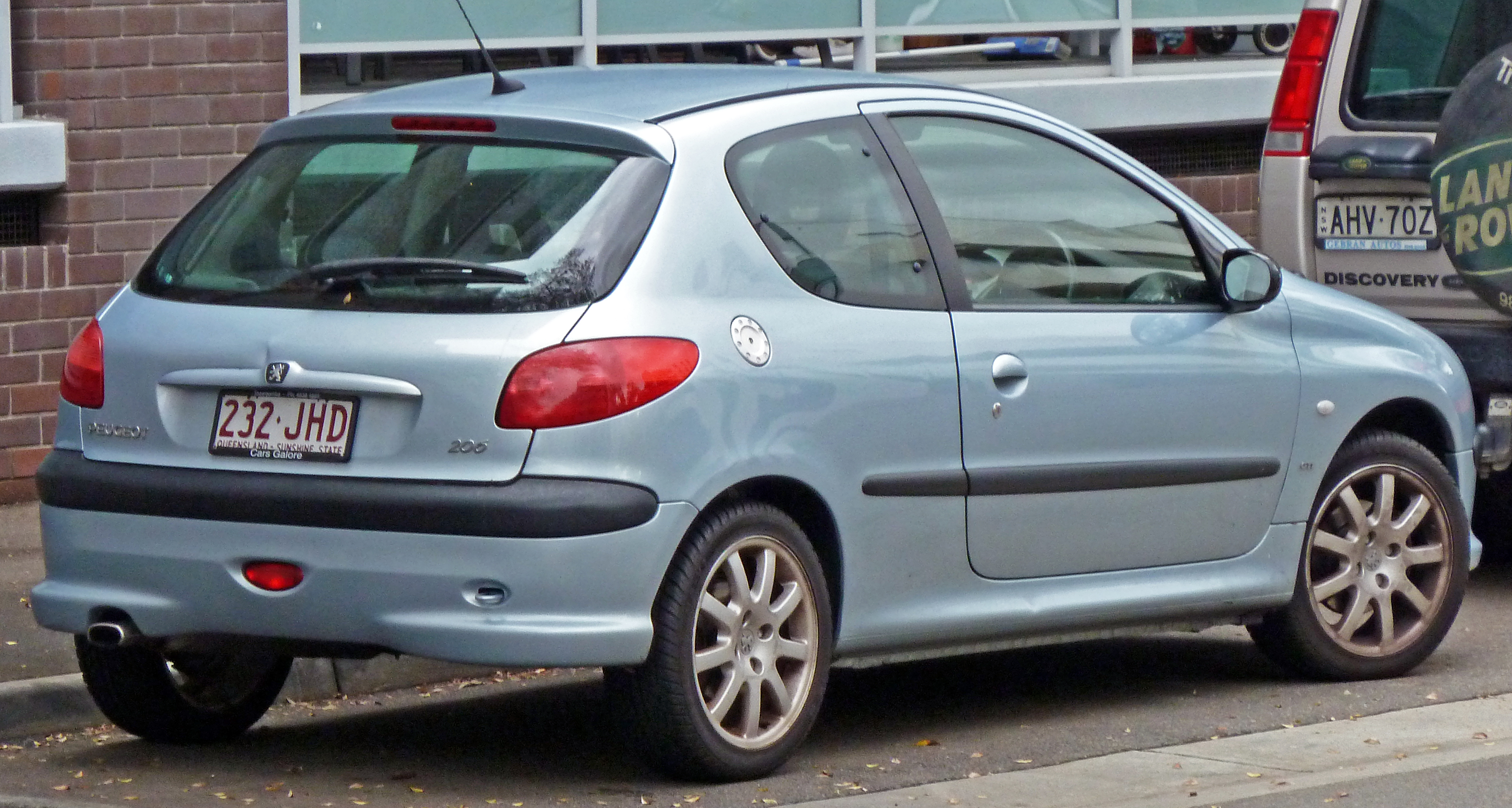 File:2001-2003 Peugeot 206 (T1) GTi 3-door hatchback 02.jpg ...