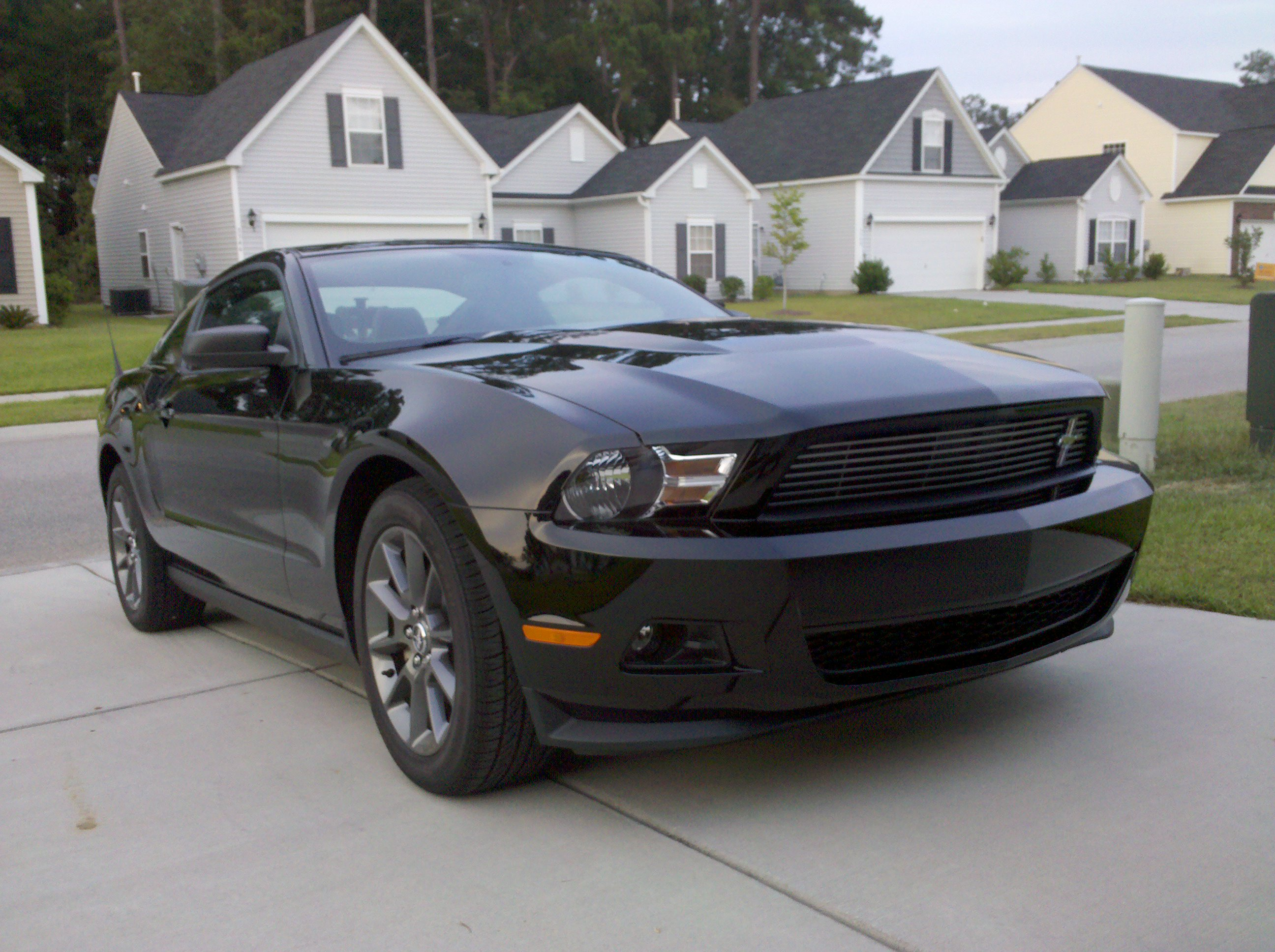 File2011 ford mustang v6 coupe jpg