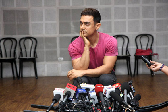 Aamir Khan at Satyamev Jayate press conference 05.jpg