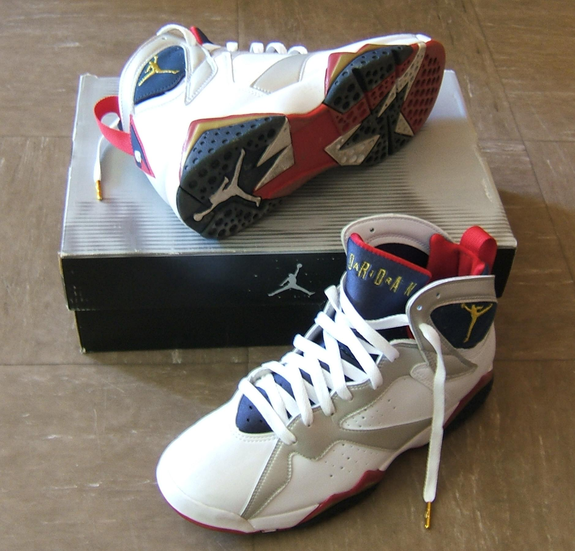 File:Air Jordan VII (Maillot N°9 de la Dream Team).