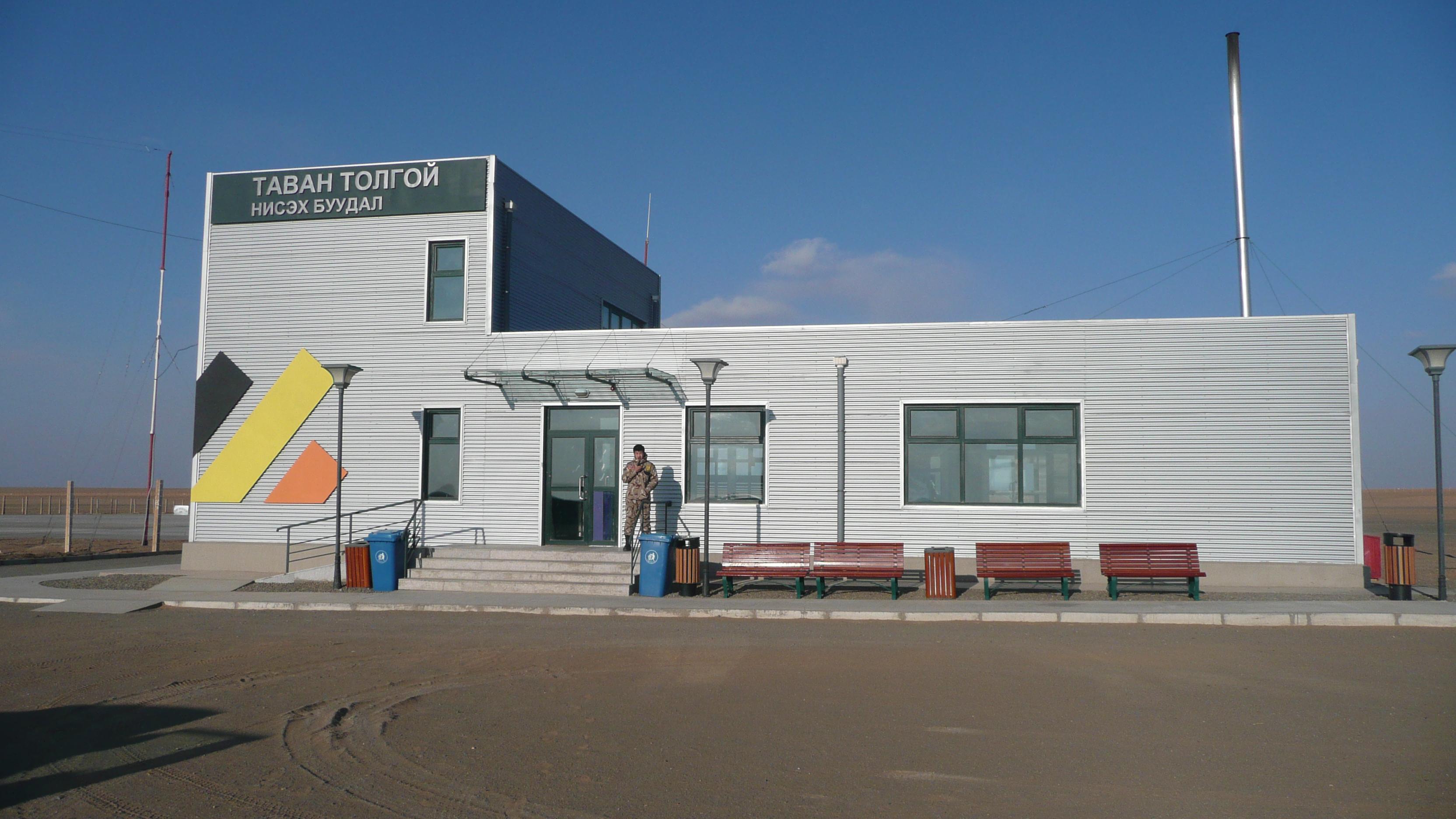 File:Airport UHG Tsogttsetsii 2.JPG - Wikimedia Commons