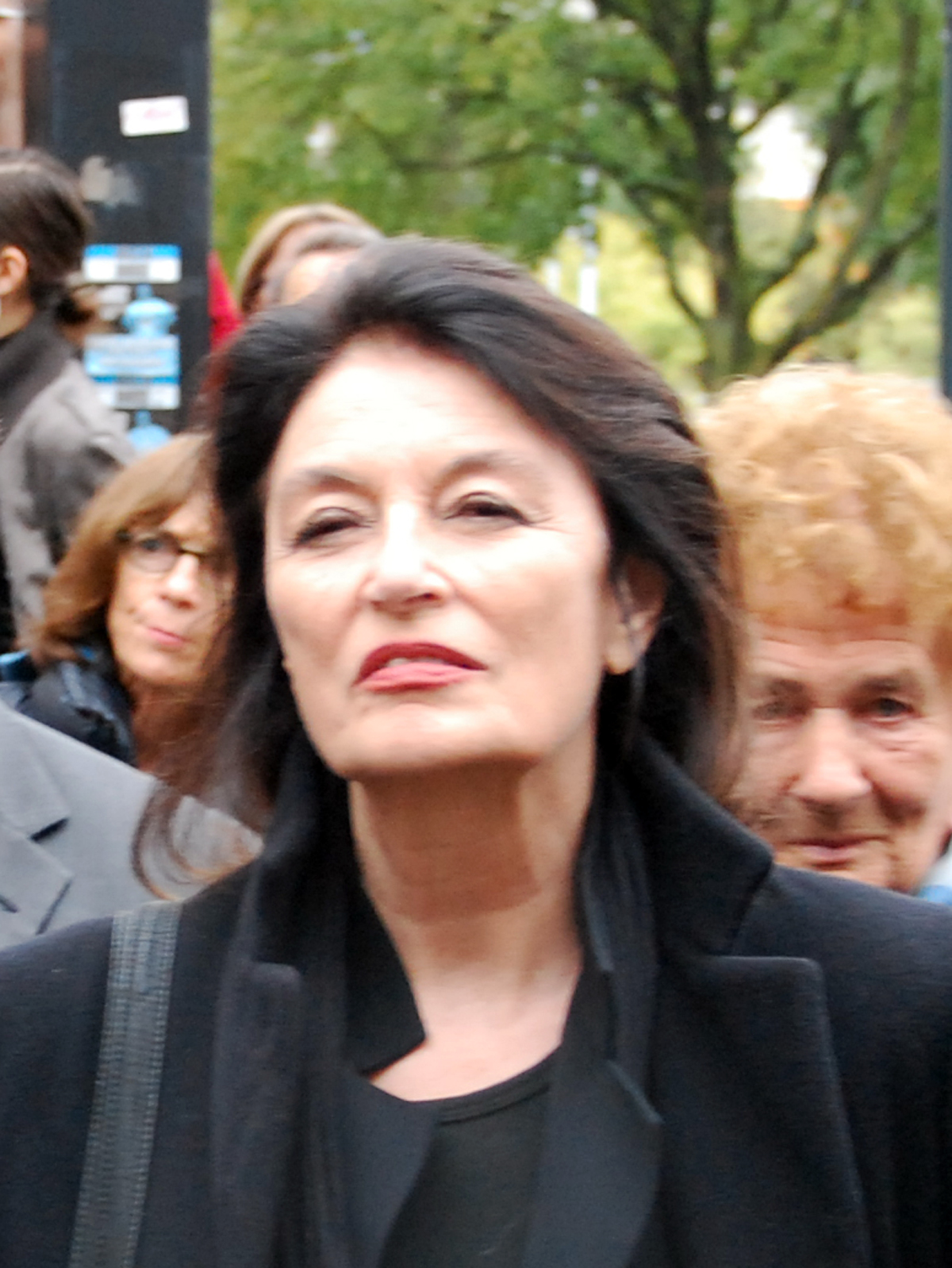 Anouk Aimée Photos file:anouk aim�e 2010 - wikimedia commons
